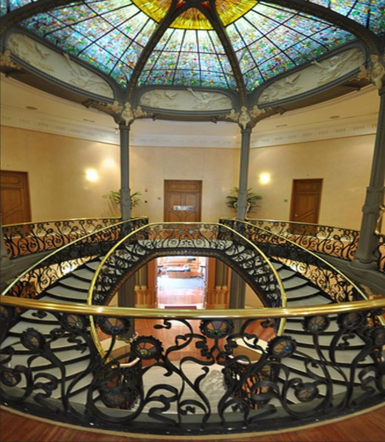 File escalera interior palacio wikimedia - Escaleras de jardin ...
