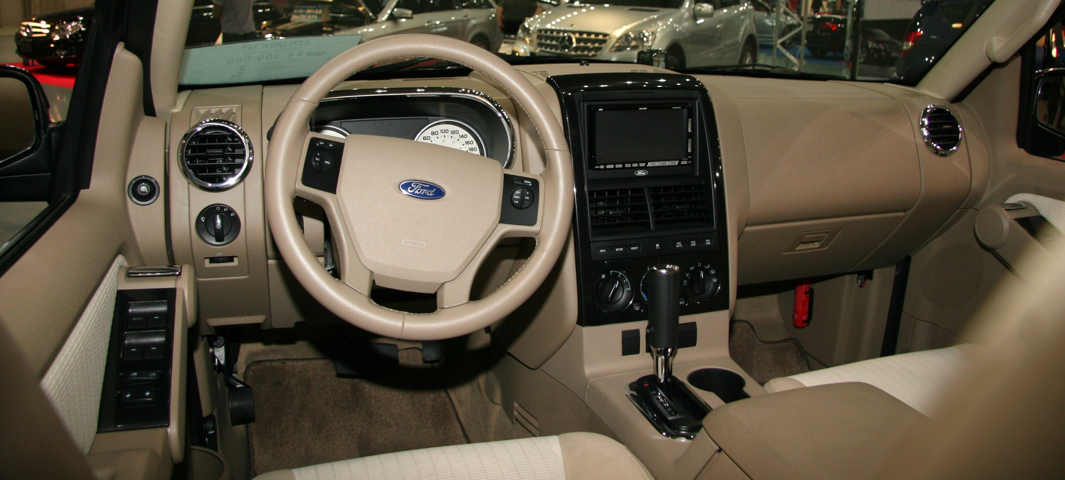File:Ford Explorer XLT Interior
