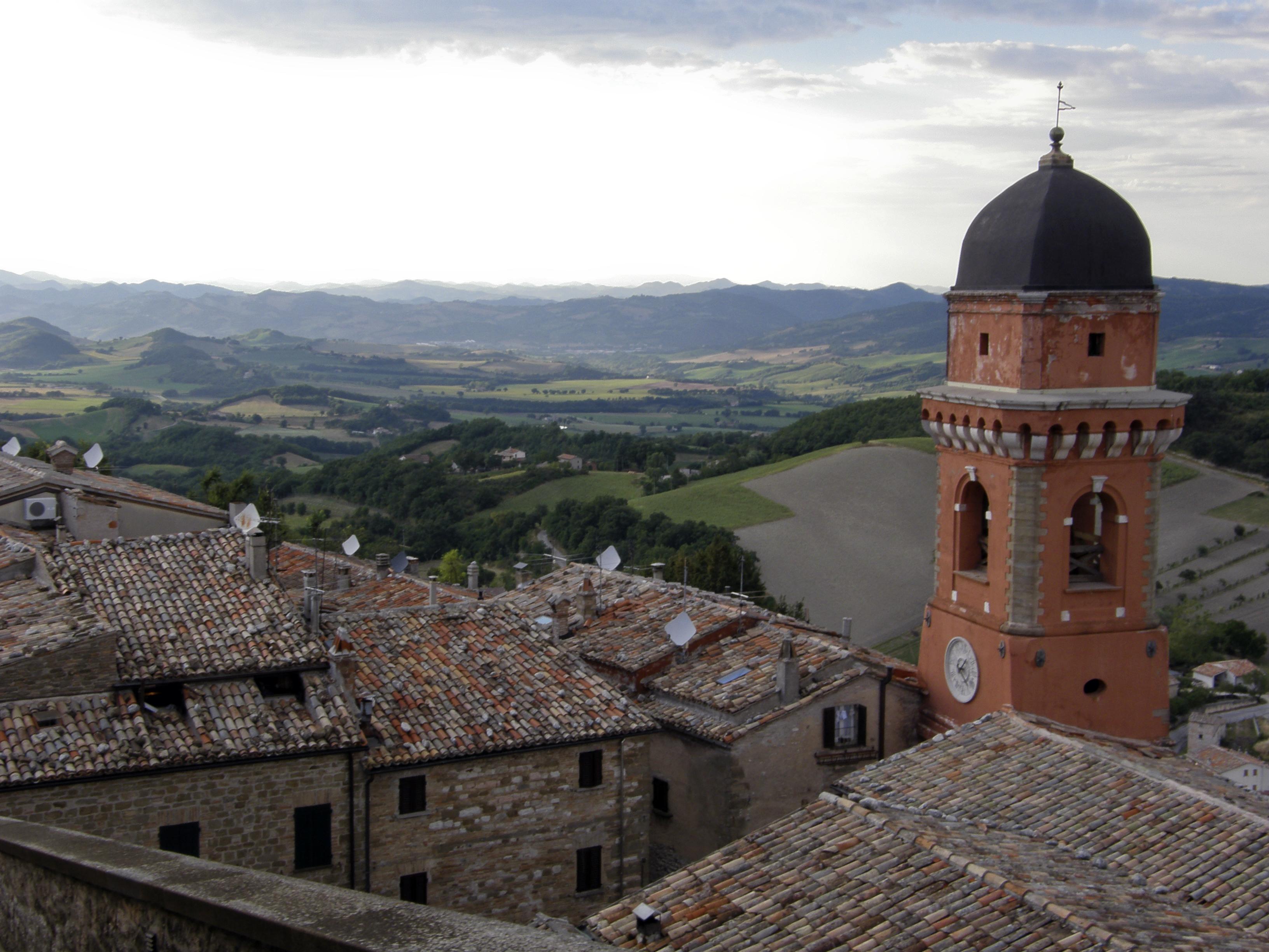 File frontone castello marche italia 02 panorama for Castello di frontone