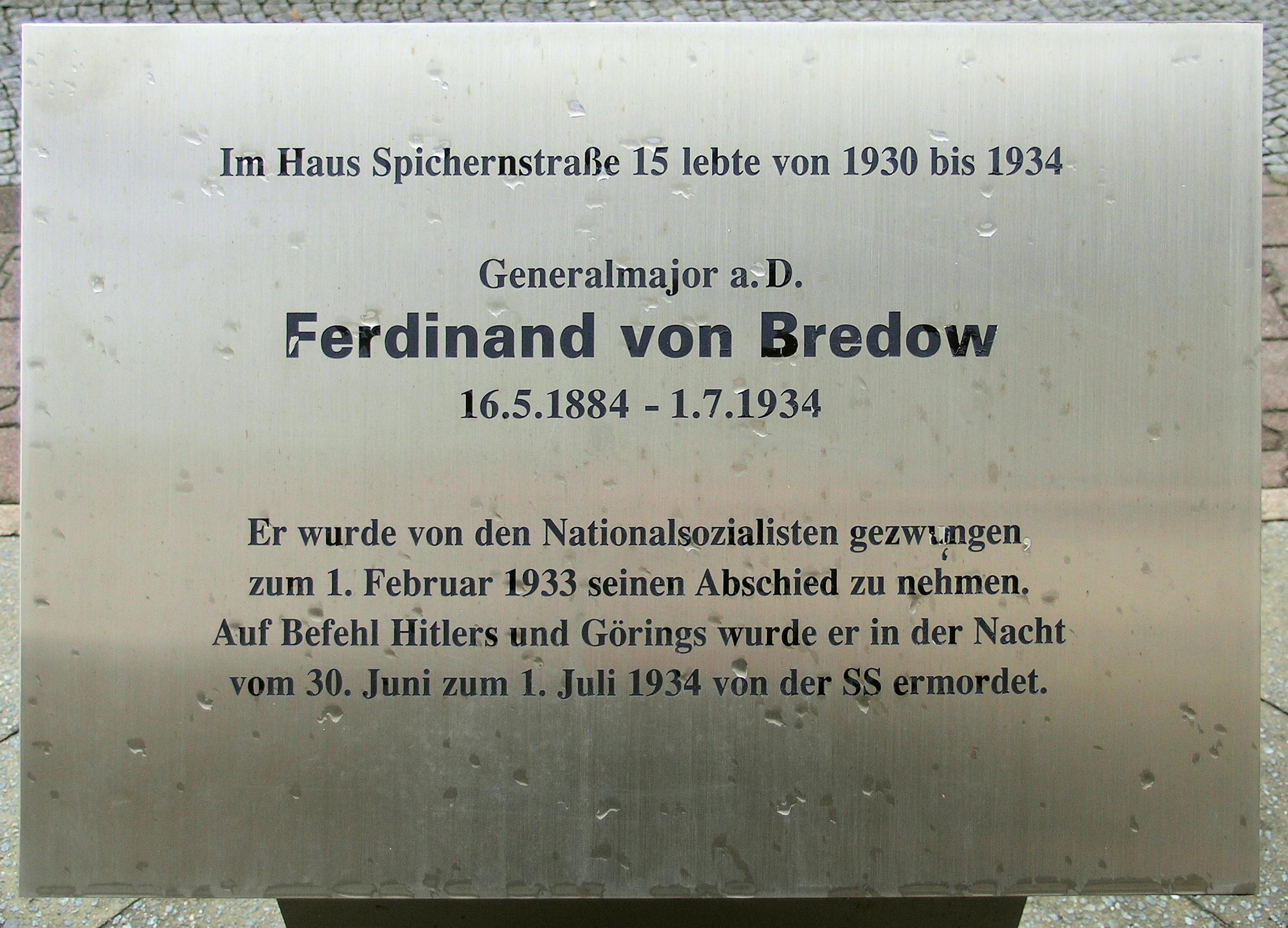 Gedenktafel vor dem Haus Spichernstraße 15 in Berlin-Wilmersdorf
