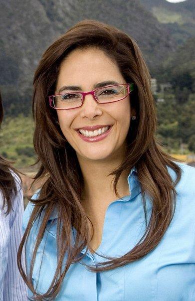 Who is she quien es ella - 4 1