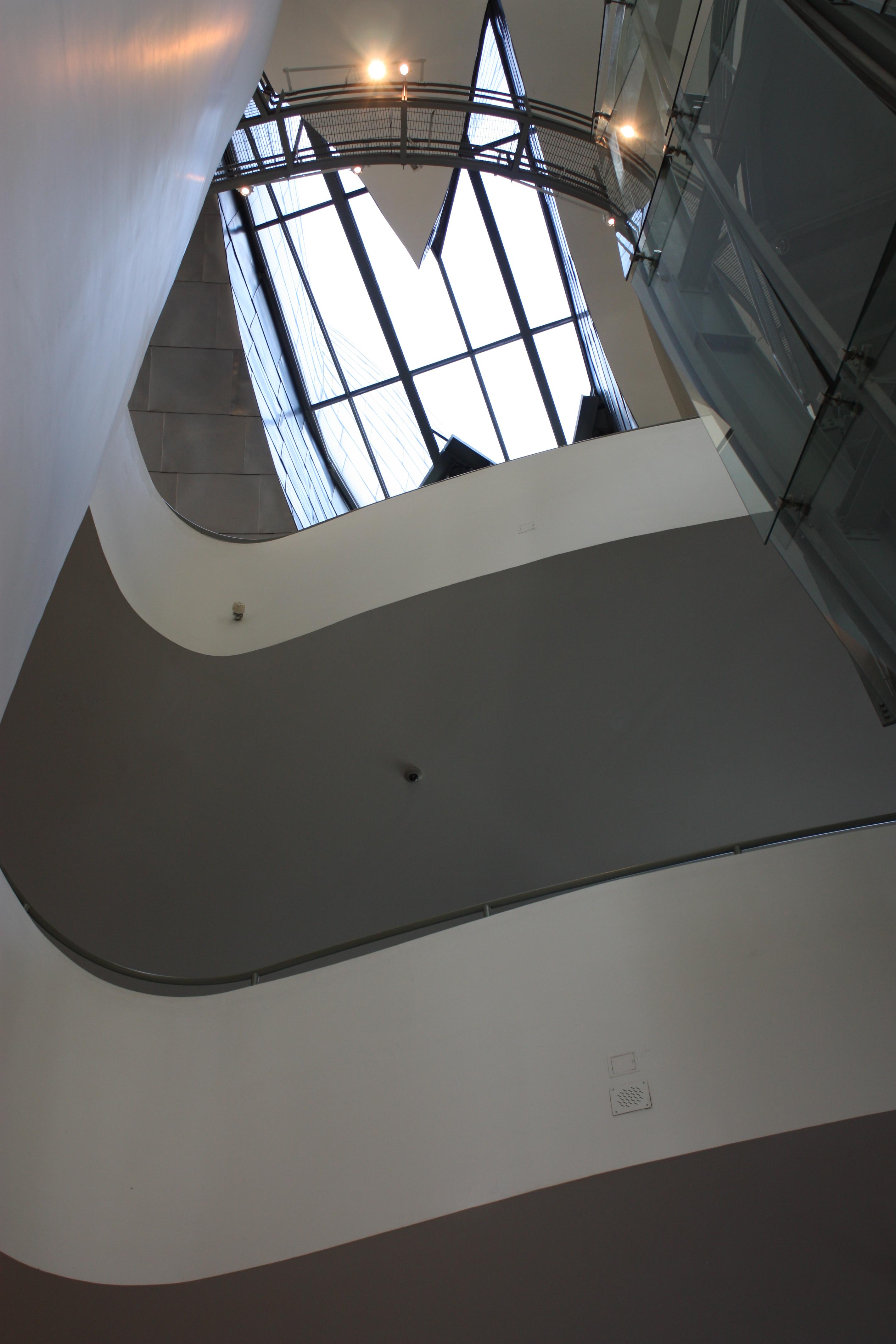 File Guggenheim Museum Interior Bilbao July 2010 02 Jpg Wikimedia Commons