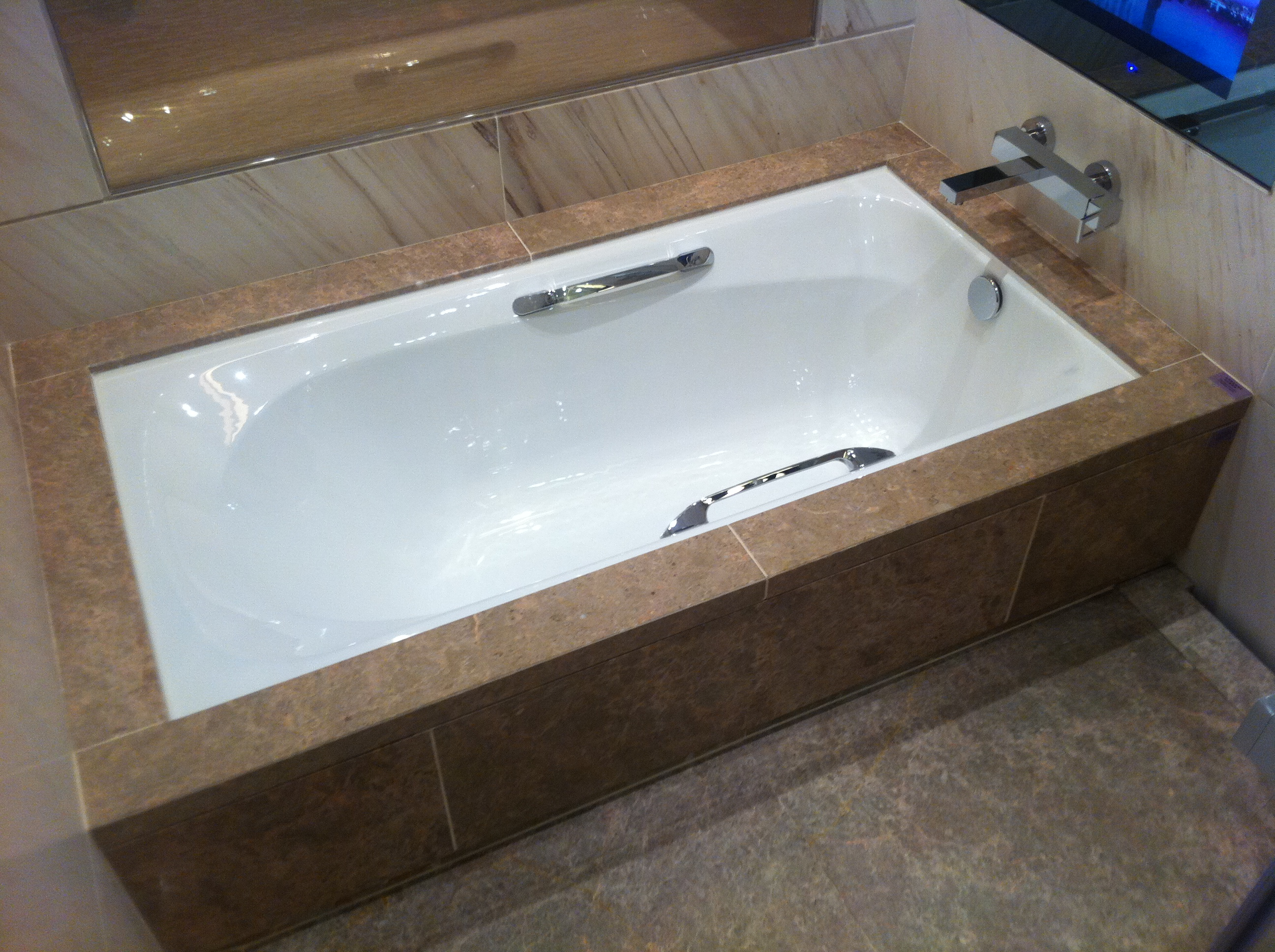 Spot repair vs full refinishing seattle bathtub guy wa for Soaking tub vs bathtub