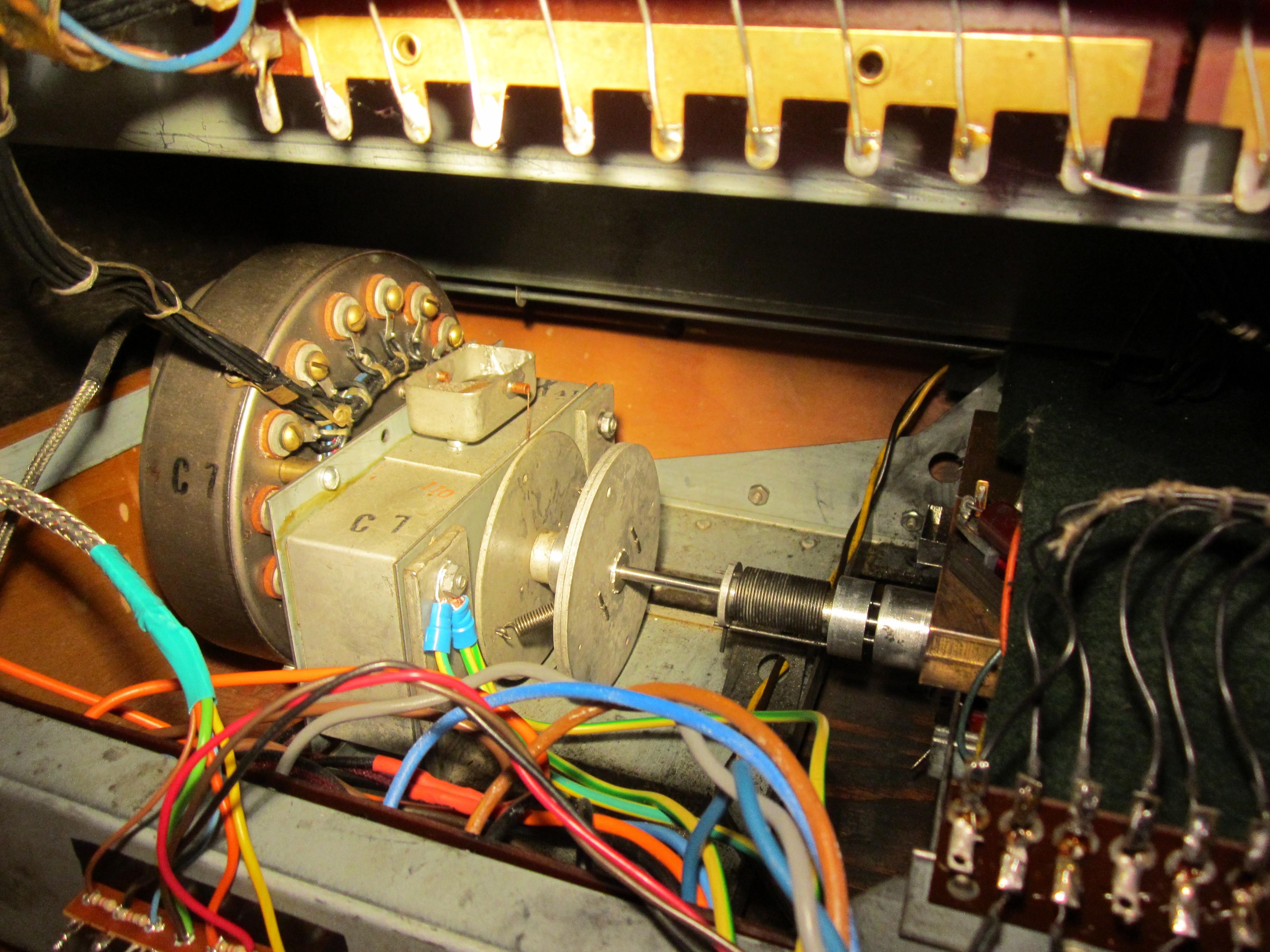 [Bild: Hammond_synchronous_motor_%26_scanner.jpg]