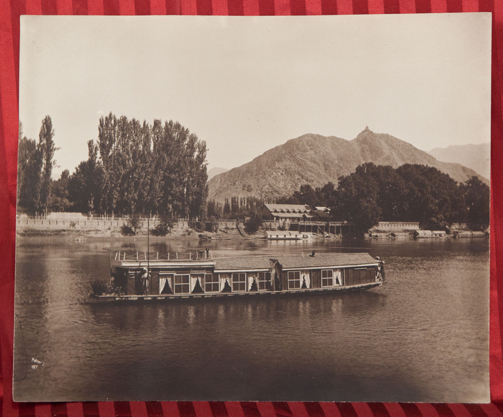 Kashmir Houseboats History File:houseboat in Kashmir Lake