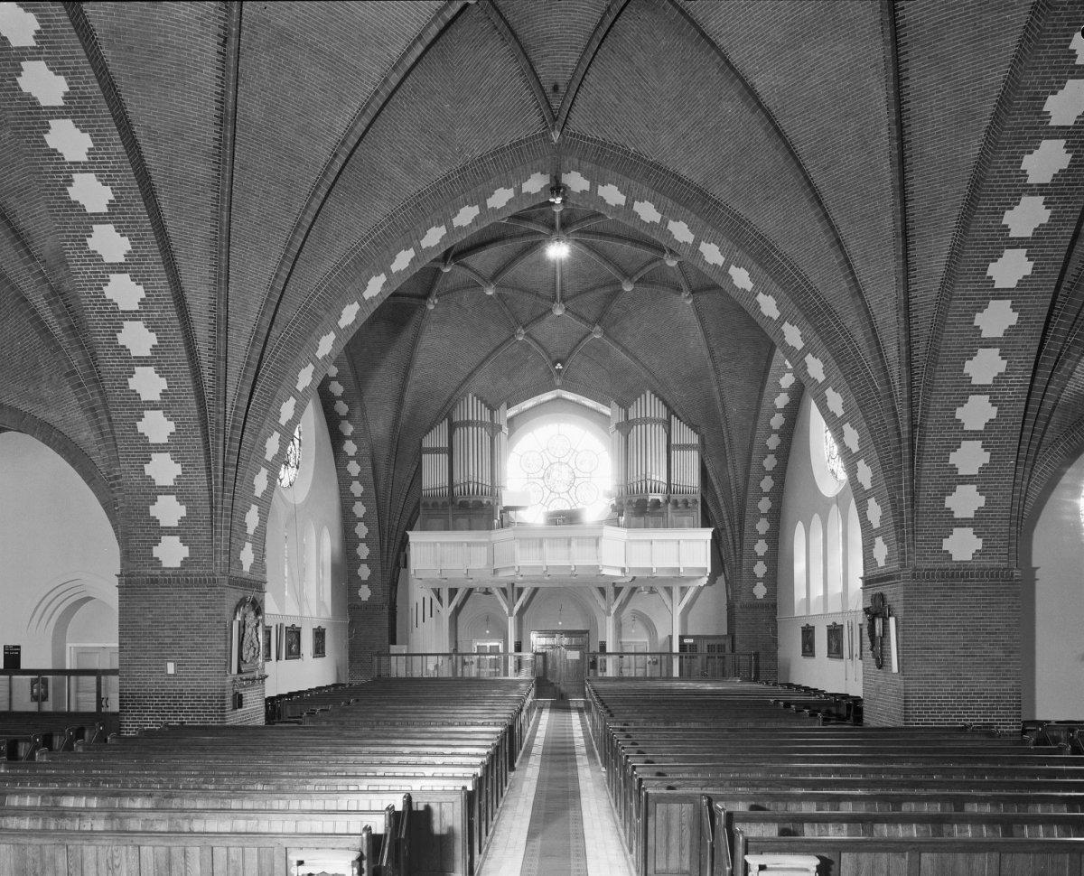 File interieur met wlbertse orgel uit 1923 utrecht for Interieur utrecht