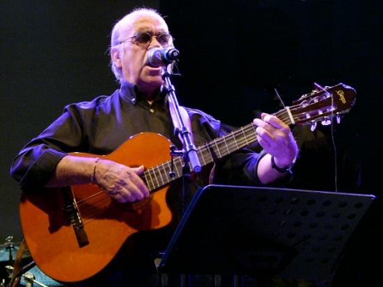 José Antonio Labordeta en un concierto celebrado en Huesca, el 26 de octubre de 2007.