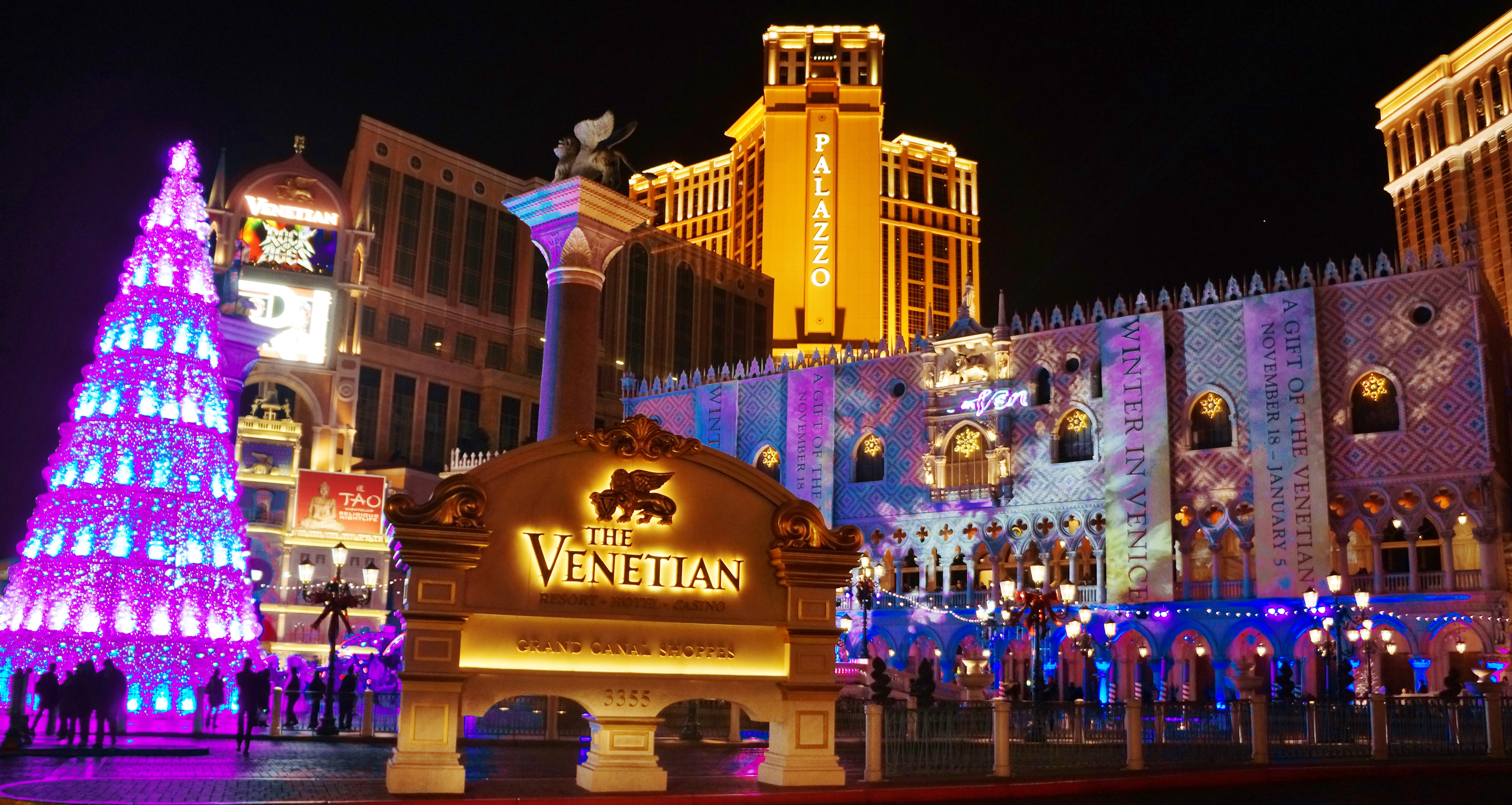 File:Las Vegas Strip, Nevada at Christmas United States ...