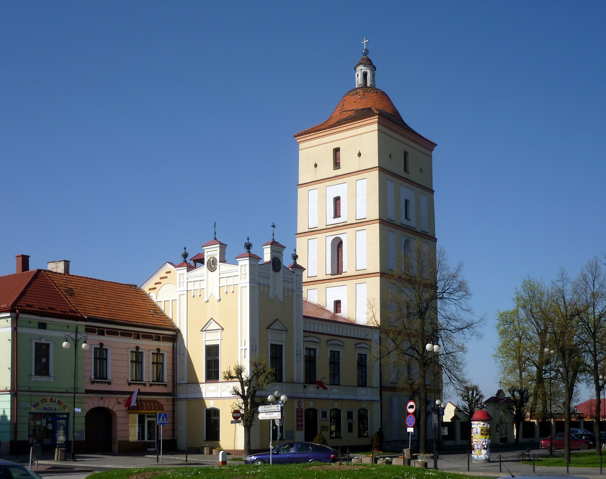 File Lezajsk Ratusz I Wieza Jpg Wikimedia Commons