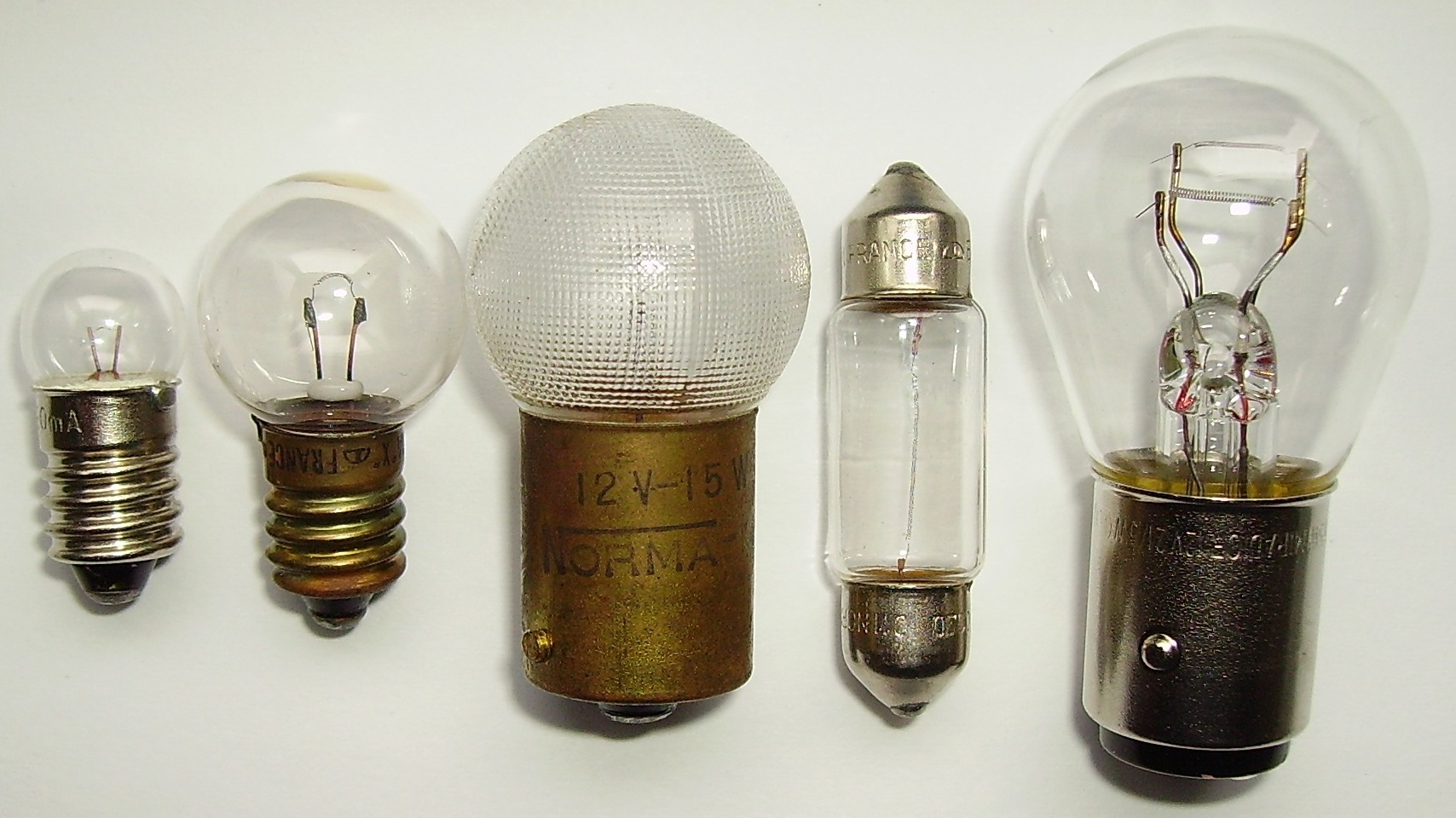 FileLow voltage light bulbs.jpg & File:Low voltage light bulbs.jpg - Wikimedia Commons azcodes.com