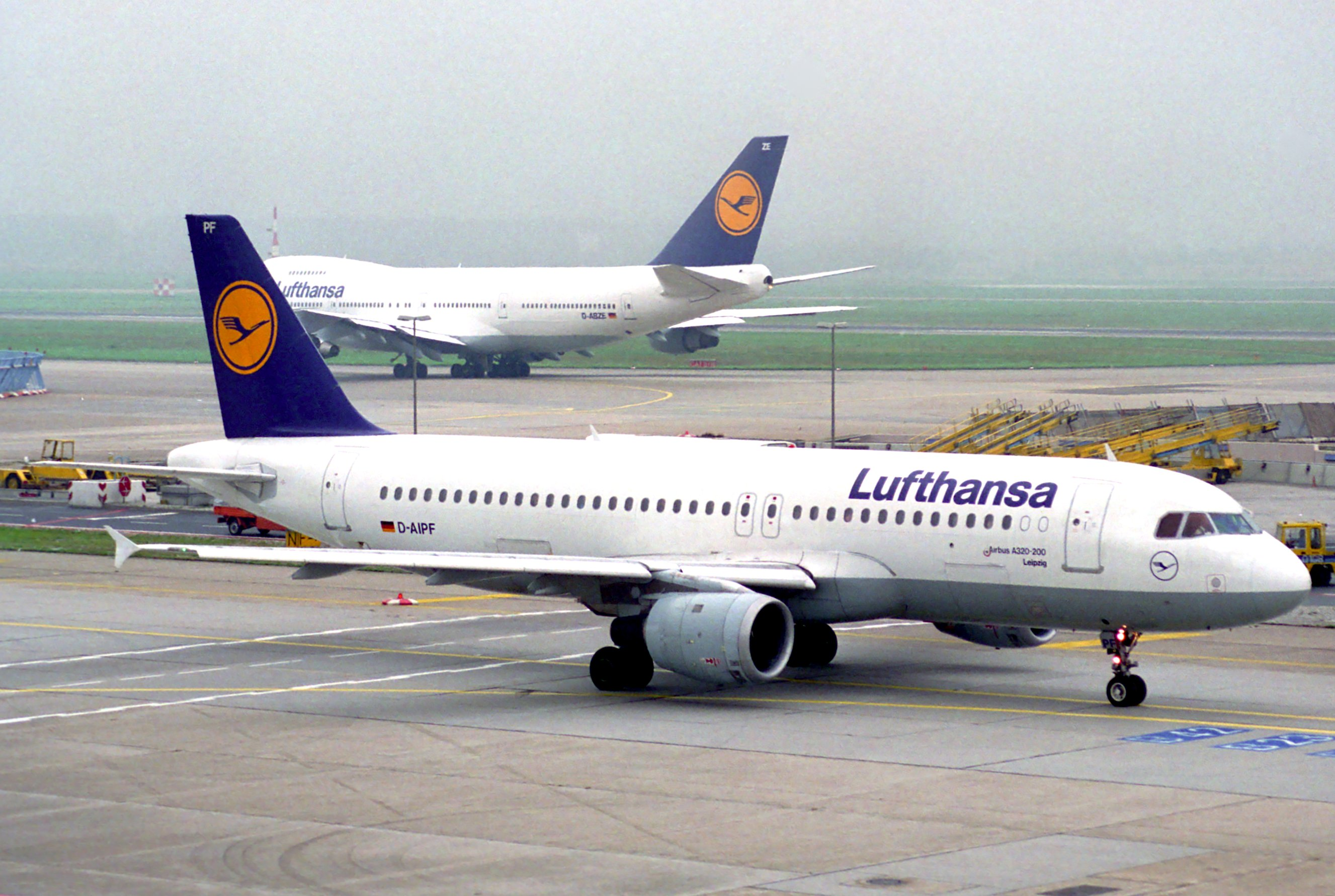 file lufthansa airbus a320 211 d aipf fra 6083600435 jpg wikimedia commons. Black Bedroom Furniture Sets. Home Design Ideas