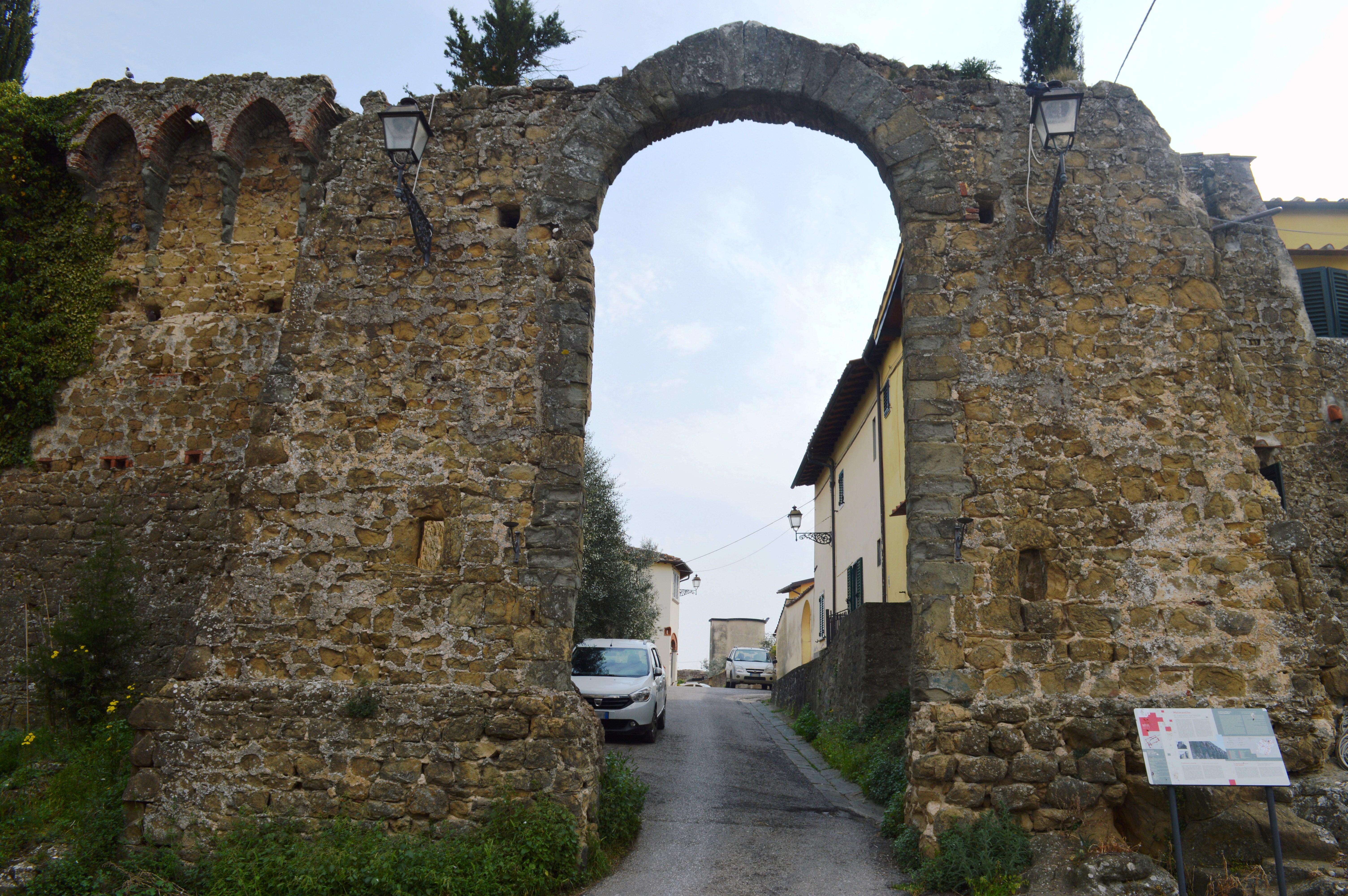 File malmantile porta pisana veduta for Porta esterna