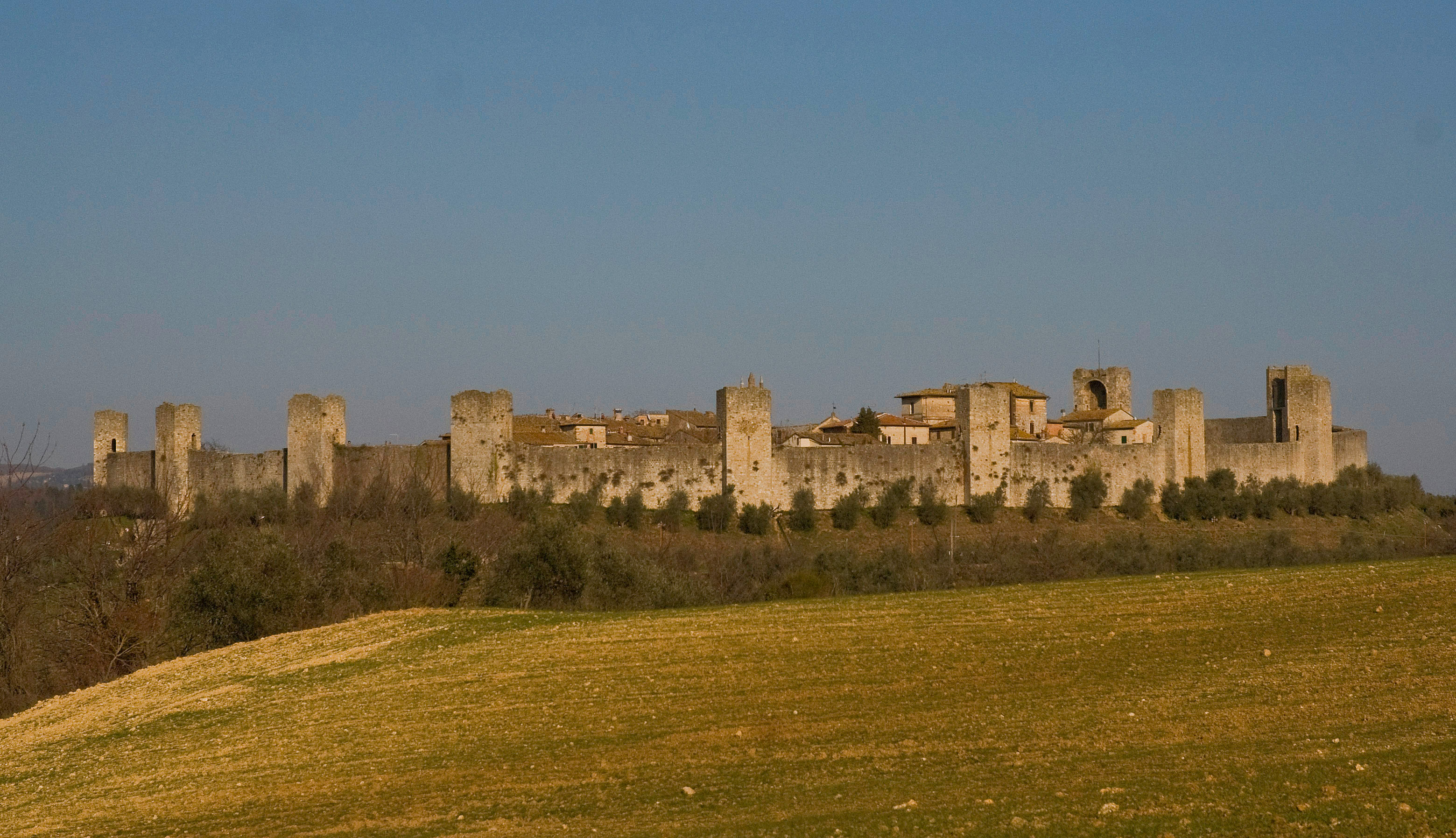Monteriggioni-panorama1.jpg
