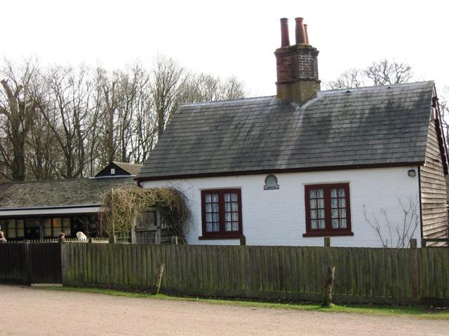 Monument Cottage, Ashridge - geograph.org.uk - 1181976