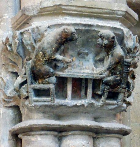 Naumburger Dom. Schachspielende Affen