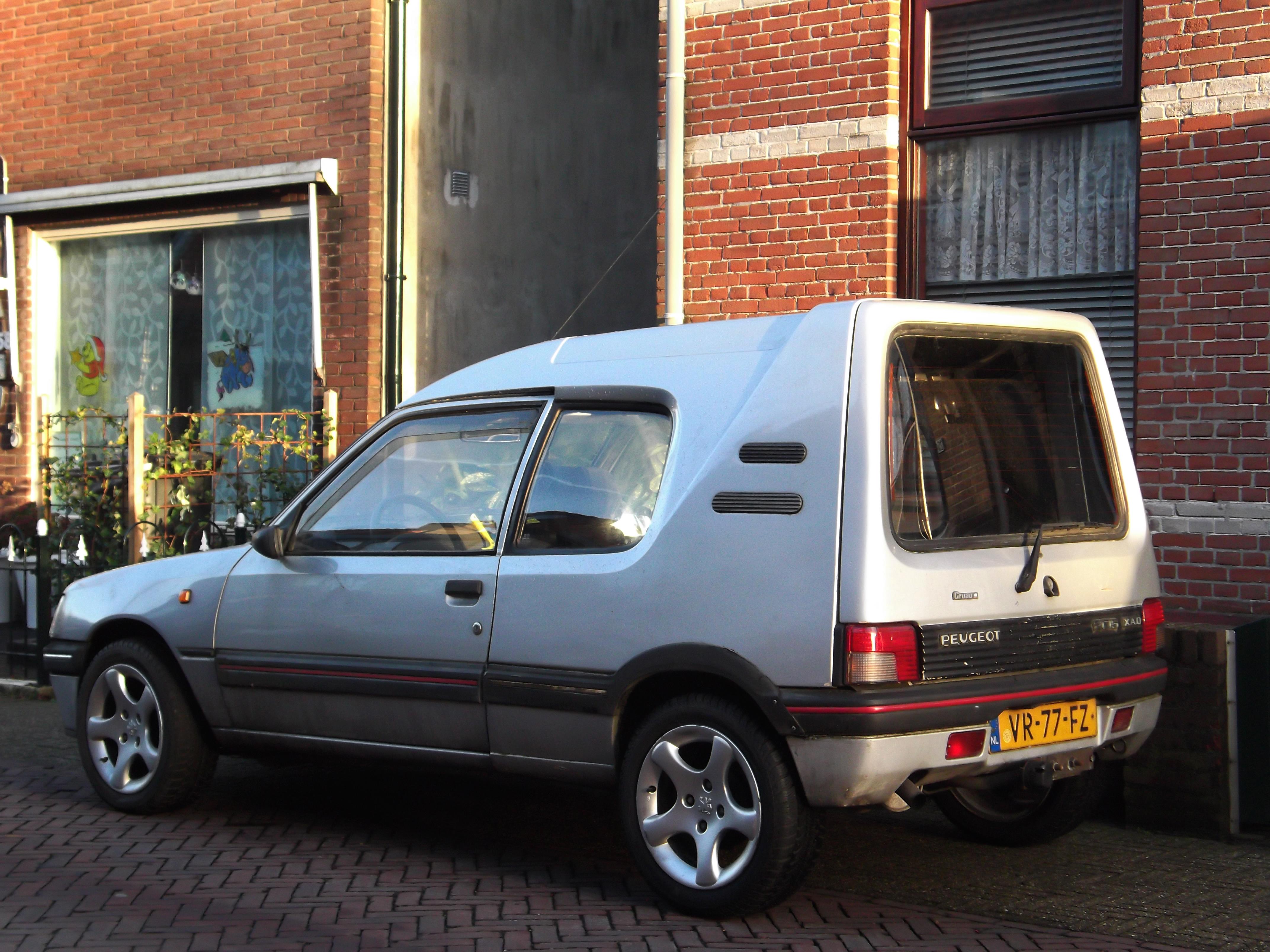 File:Peugeot 205 1.8 XAD Multi (11368773543).jpg