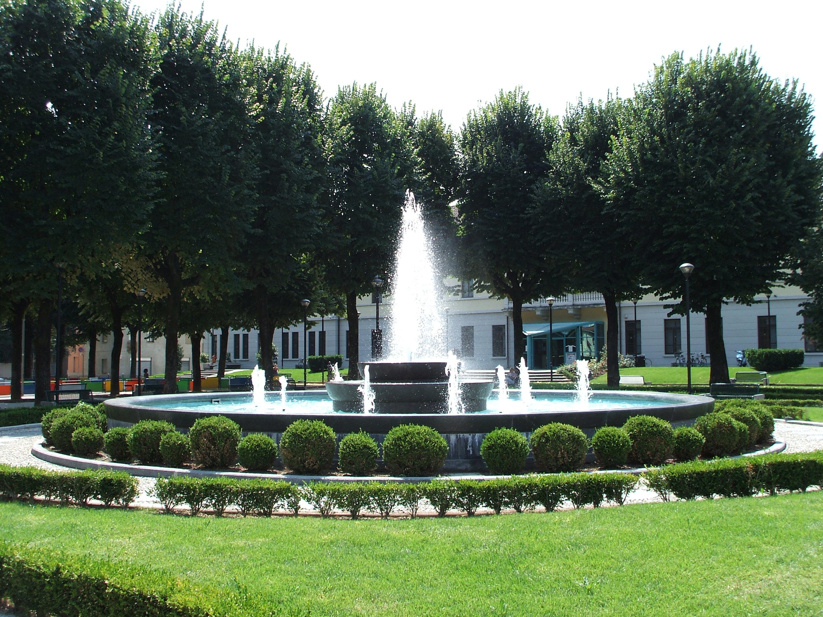 Fontane giardino a parete brianza for Bricoman wikipedia