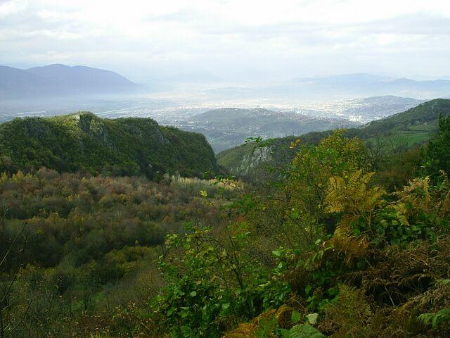 File:Podzimni pohled na Sarajevske polje s letistem pod horou Igm.jpg