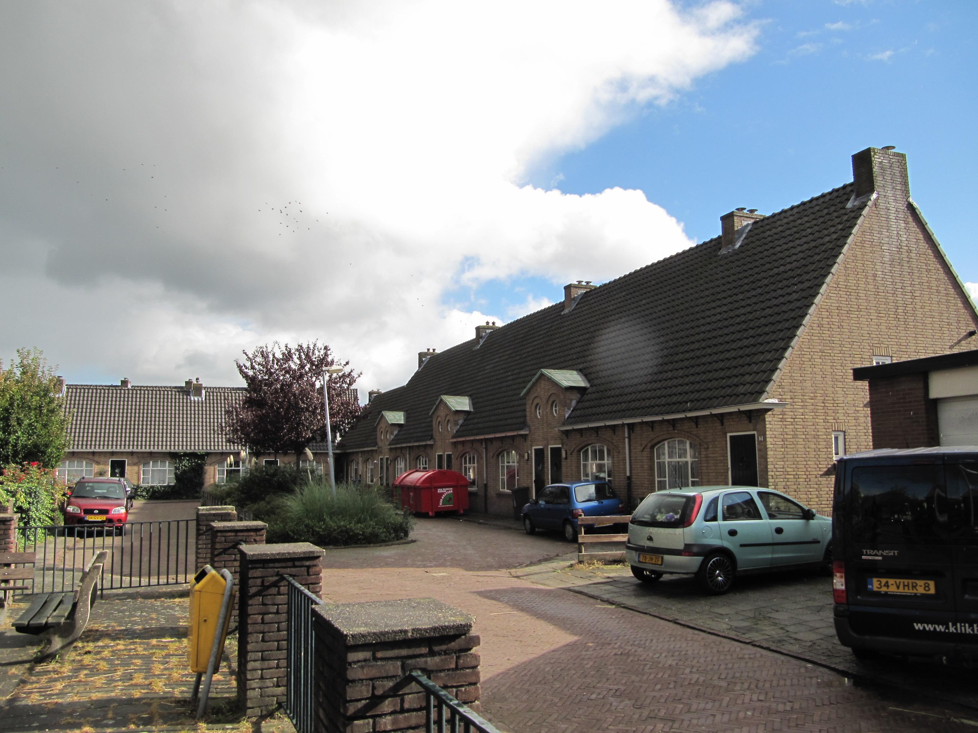 Rijtje van 5 woningen in hilversum monument for Woning hilversum