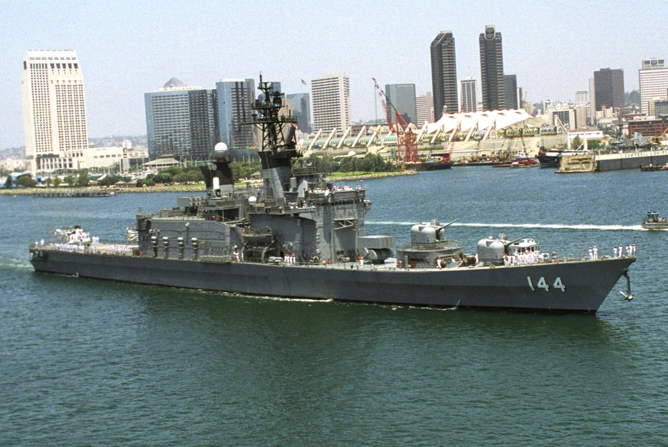 http://upload.wikimedia.org/wikipedia/commons/6/6f/Shirane_class_destroyer_-_Kurama_%28cropped%29.jpg