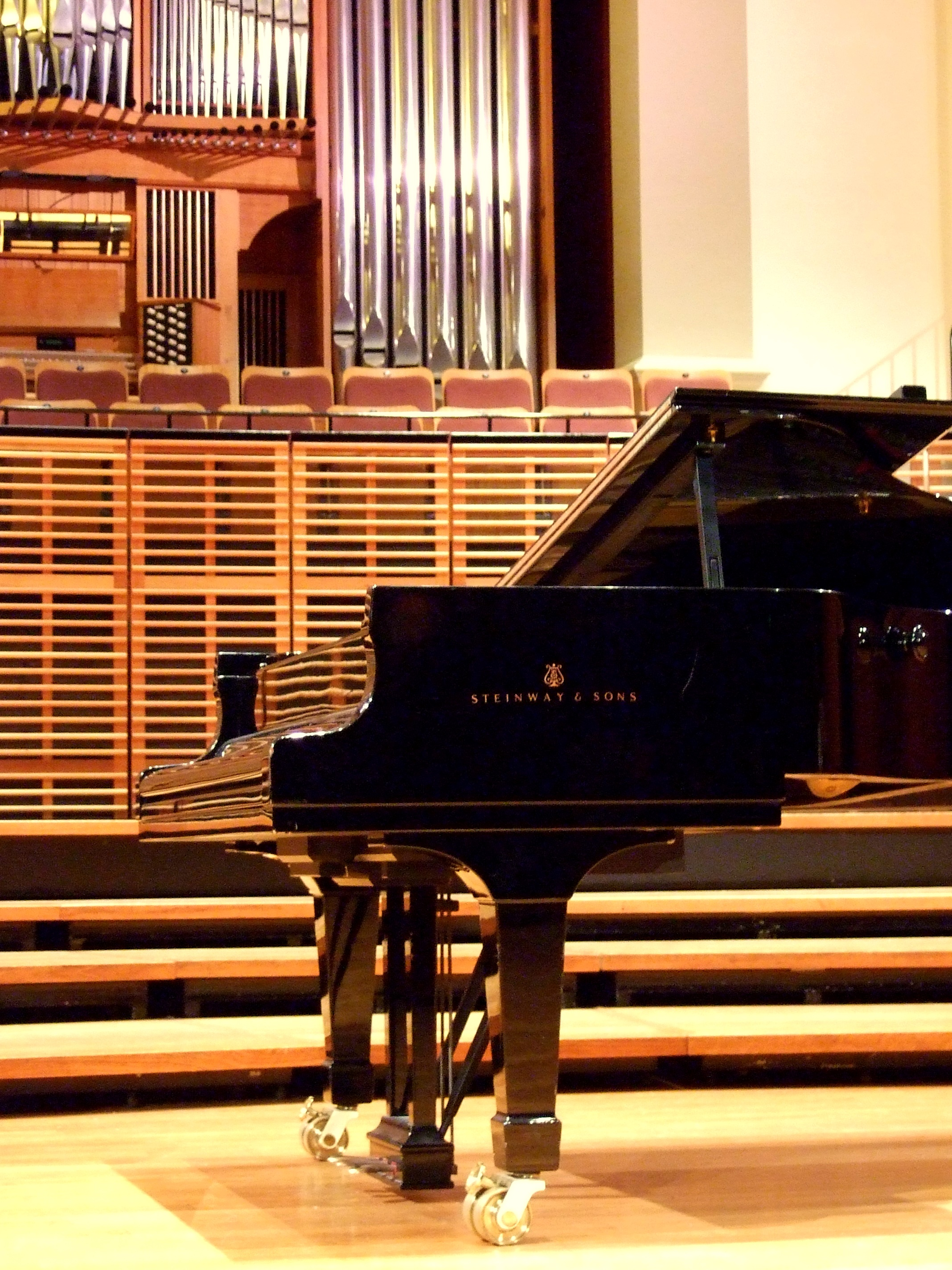 File:Steinway & Sons piano on stage.jpg - Wikimedia Commons