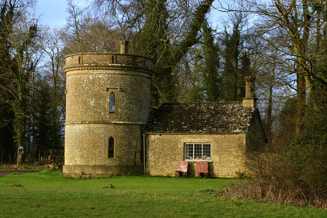 The Round House - Cirencester Park - geograph.org.uk - 531434