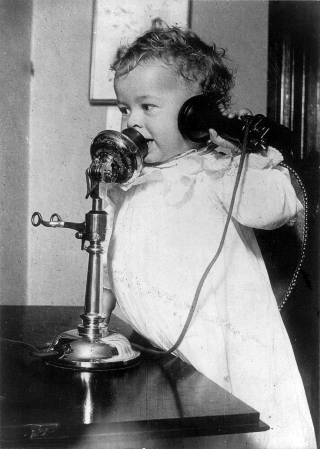 Kuvahaun tulos haulle child telephone wikimedia commons