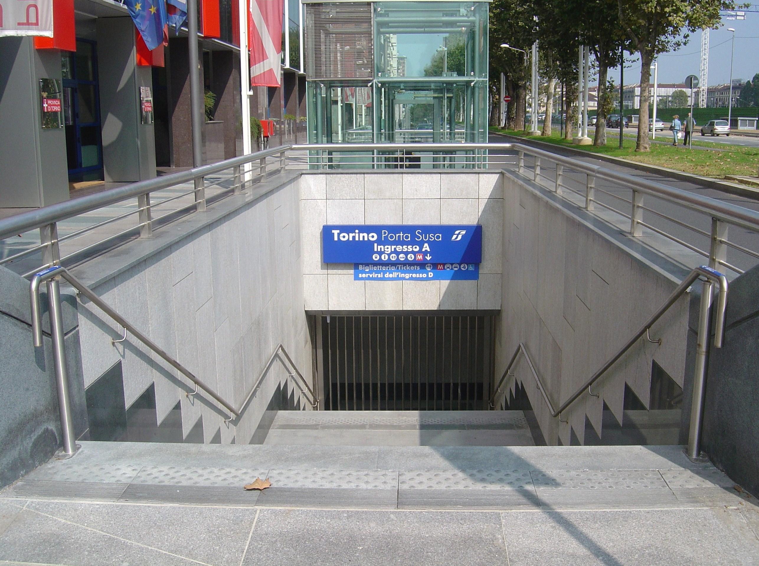 File torino porta susa sotterranea ingresso a - Porta susa stazione ...