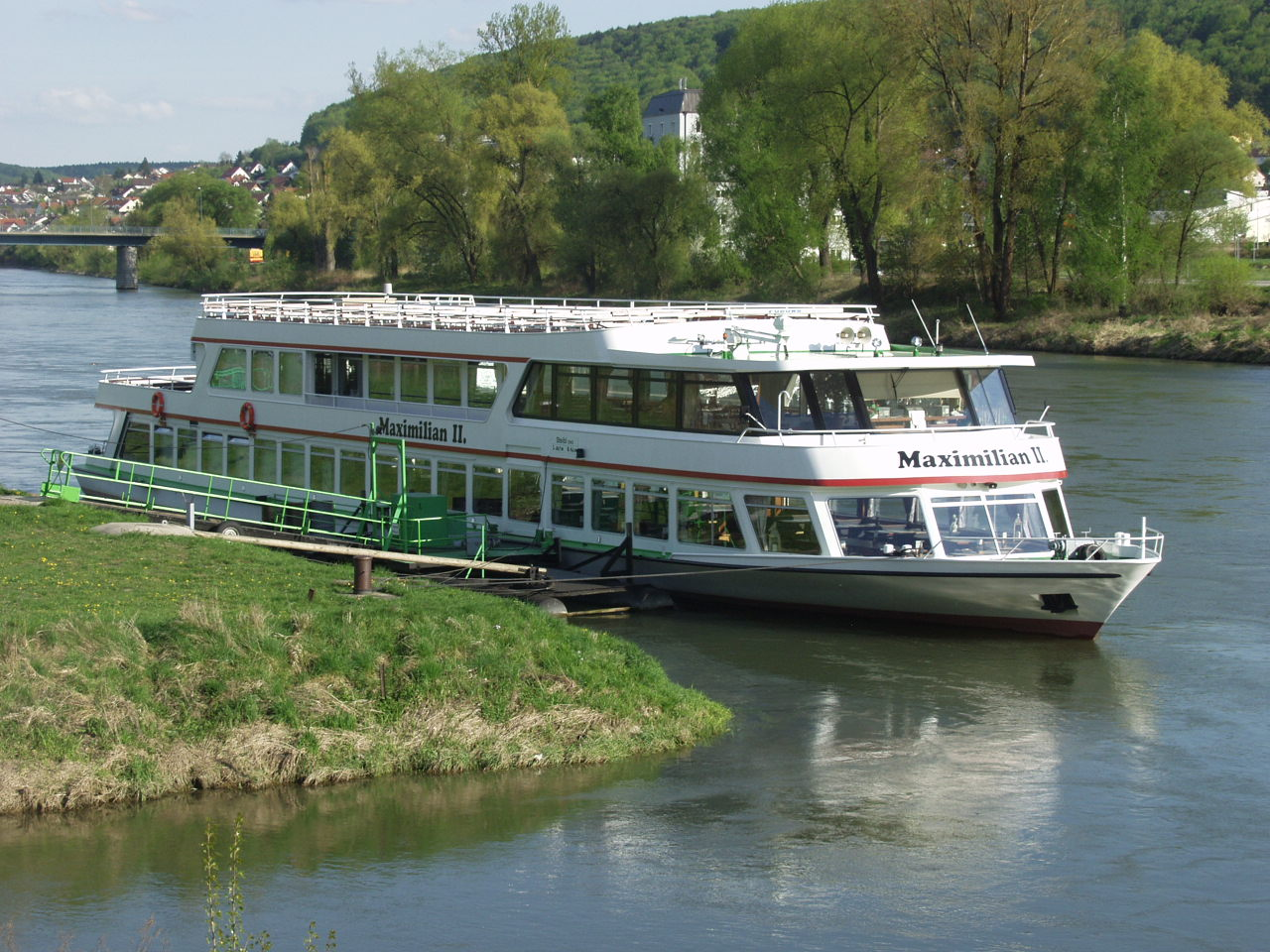 Description tour boat on river danube in kelheim 4