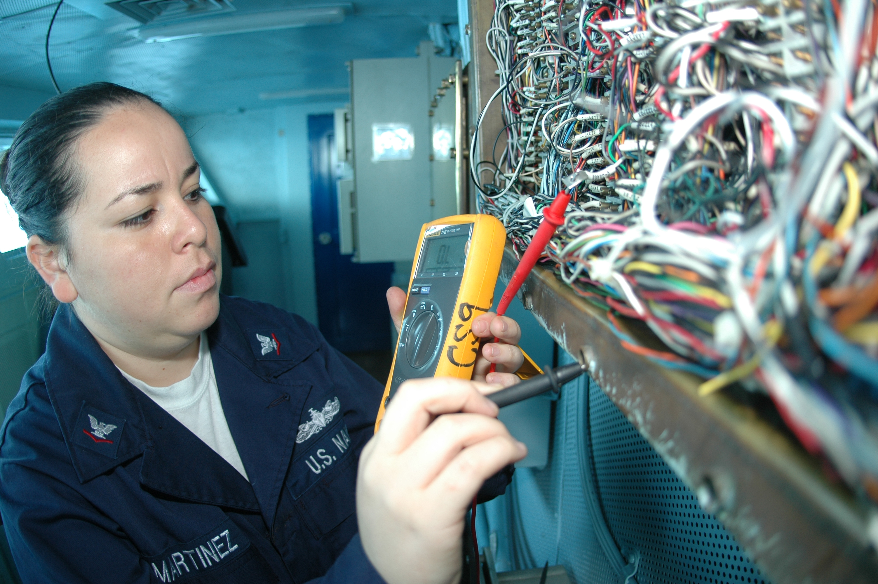 file us navy 091004 n 8960w 014 interior communications electrician 3rd class karla martinez