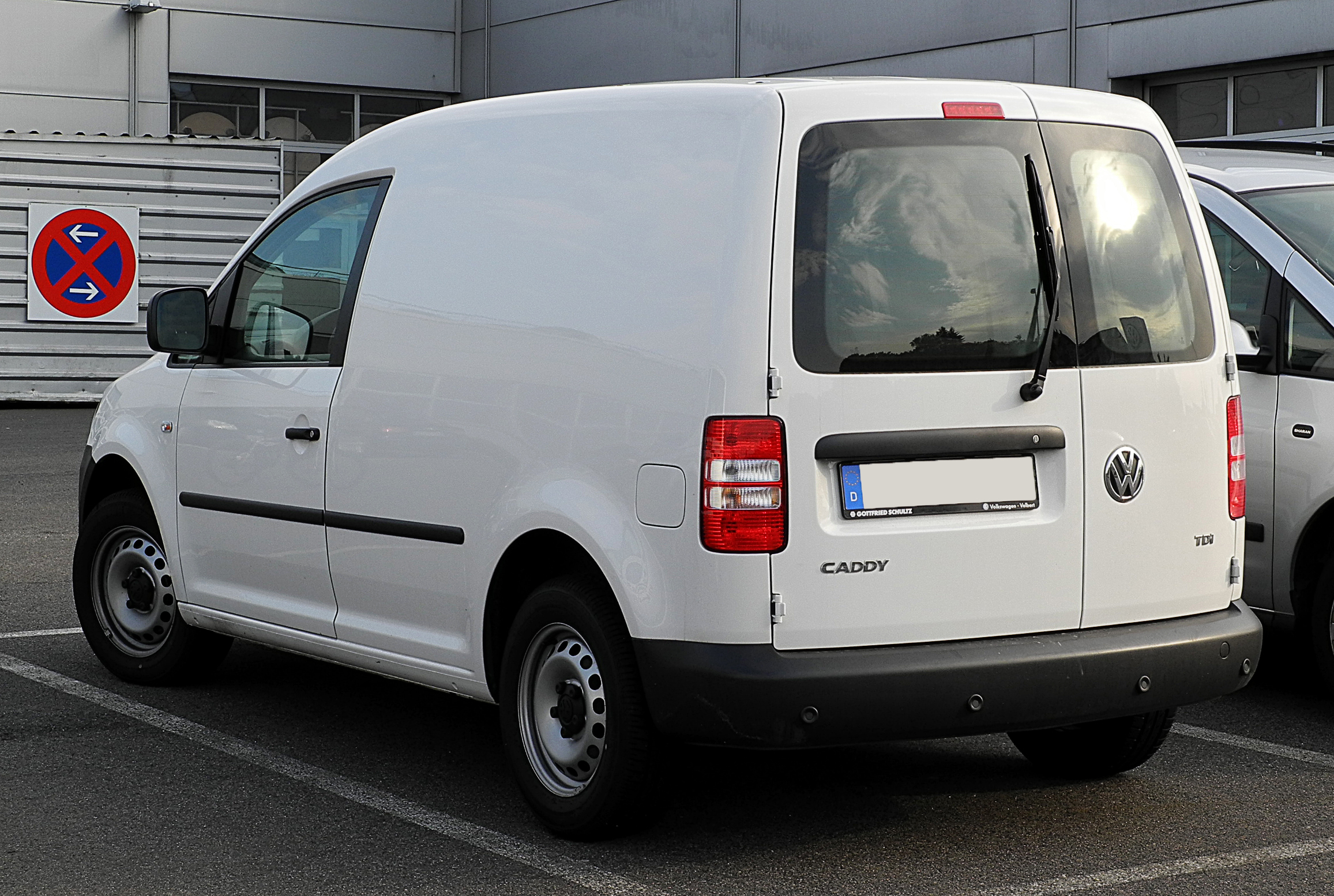 File:VW Caddy Kastenwagen 1.6 TDI (2K, Facelift) – Heckansicht, 21. Juli 2011, Velbert.jpg ...
