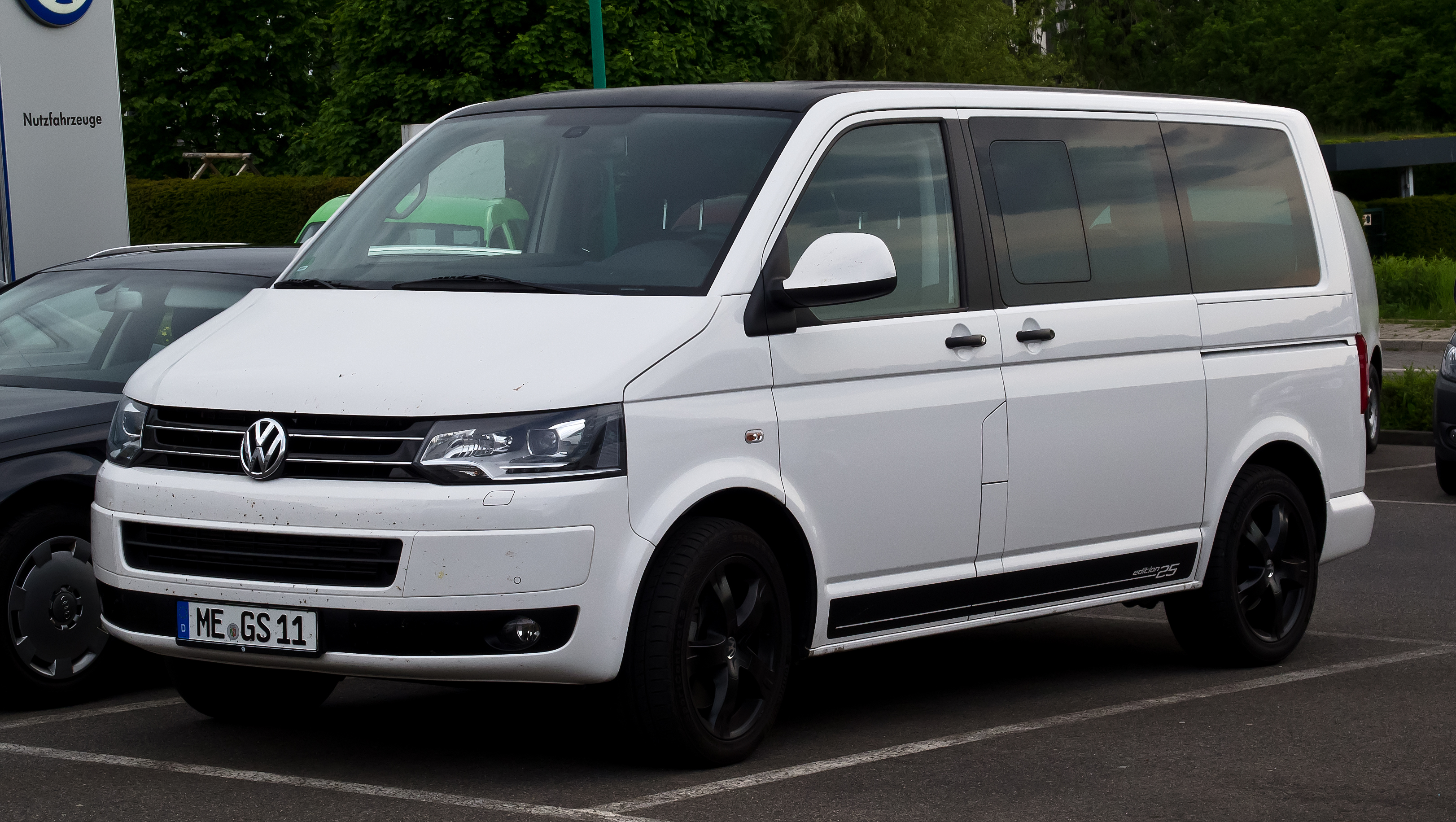 File:VW Multivan 2.0 TDI Edition 25 (T5, Facelift) – Frontansicht