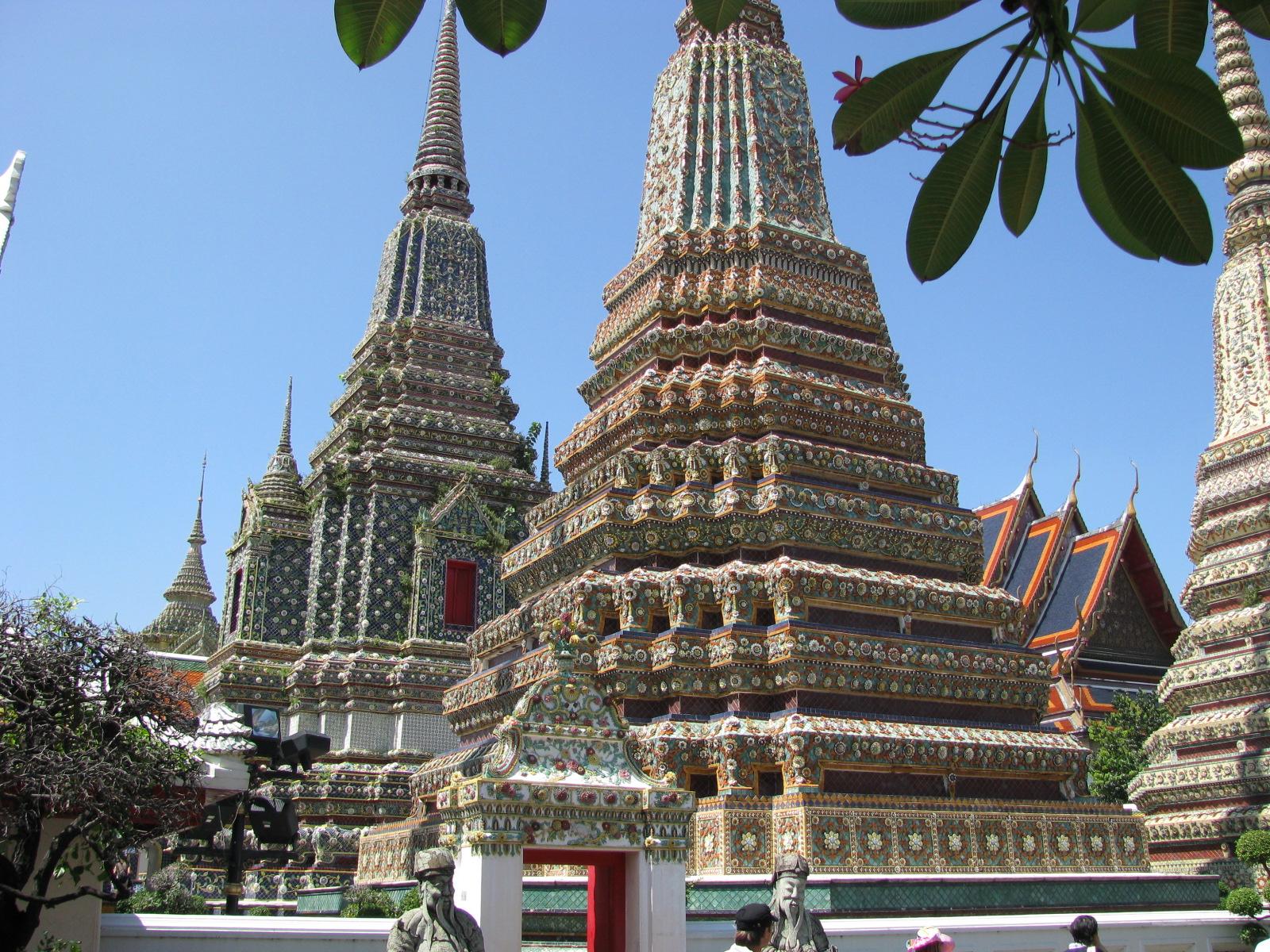 File:Wat Phra Chetuphon Vimolmangklararm Rajwaramahaviharn ...