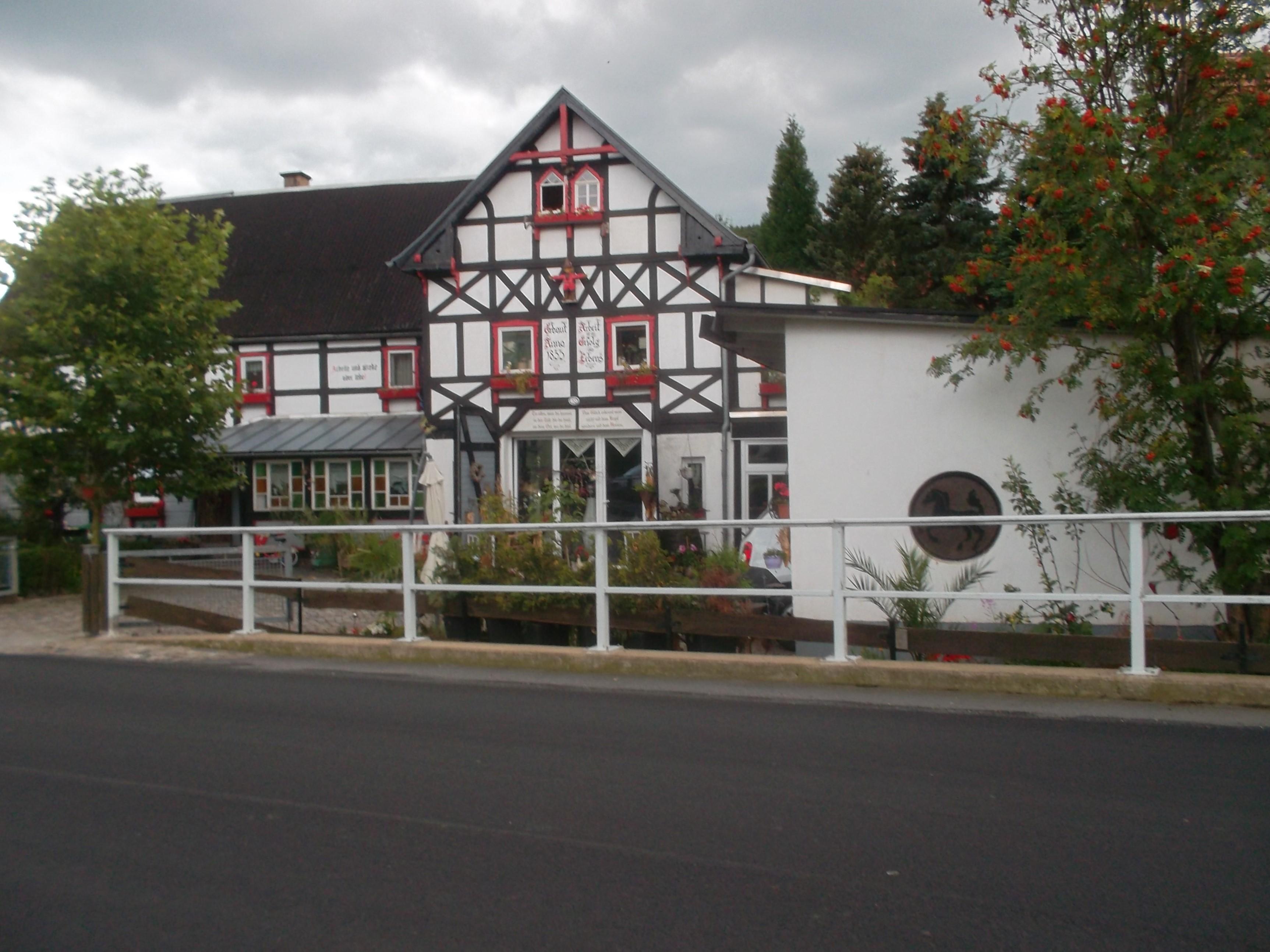 File:Wohnhaus (Umgebinde) mit Scheunenanbau über Eck (2).jpg ...