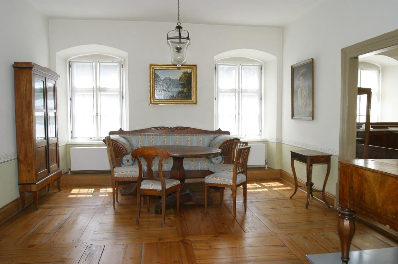 file:wohnzimmer fgm.jpg - wikimedia commons - Wohnzimmer Modern Antik