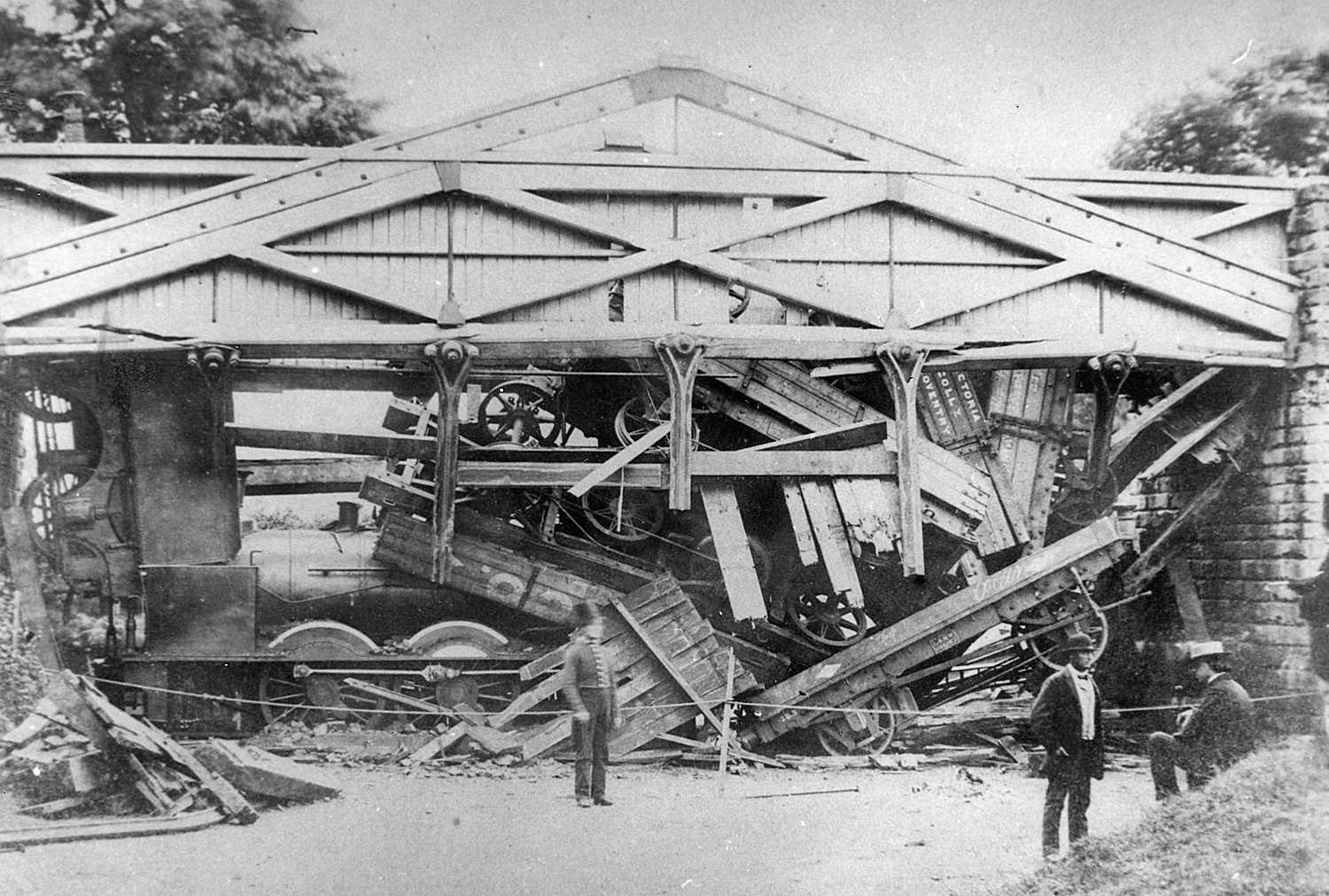 Aftermath of the Wootton bridge collapse caused by cracked