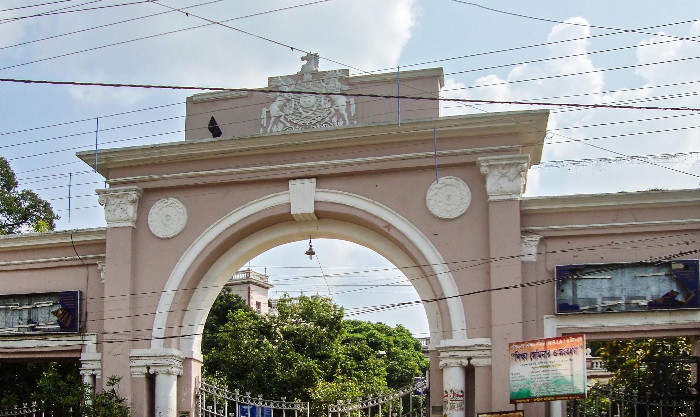 7%2f74%2fb.u. administrative complex gate