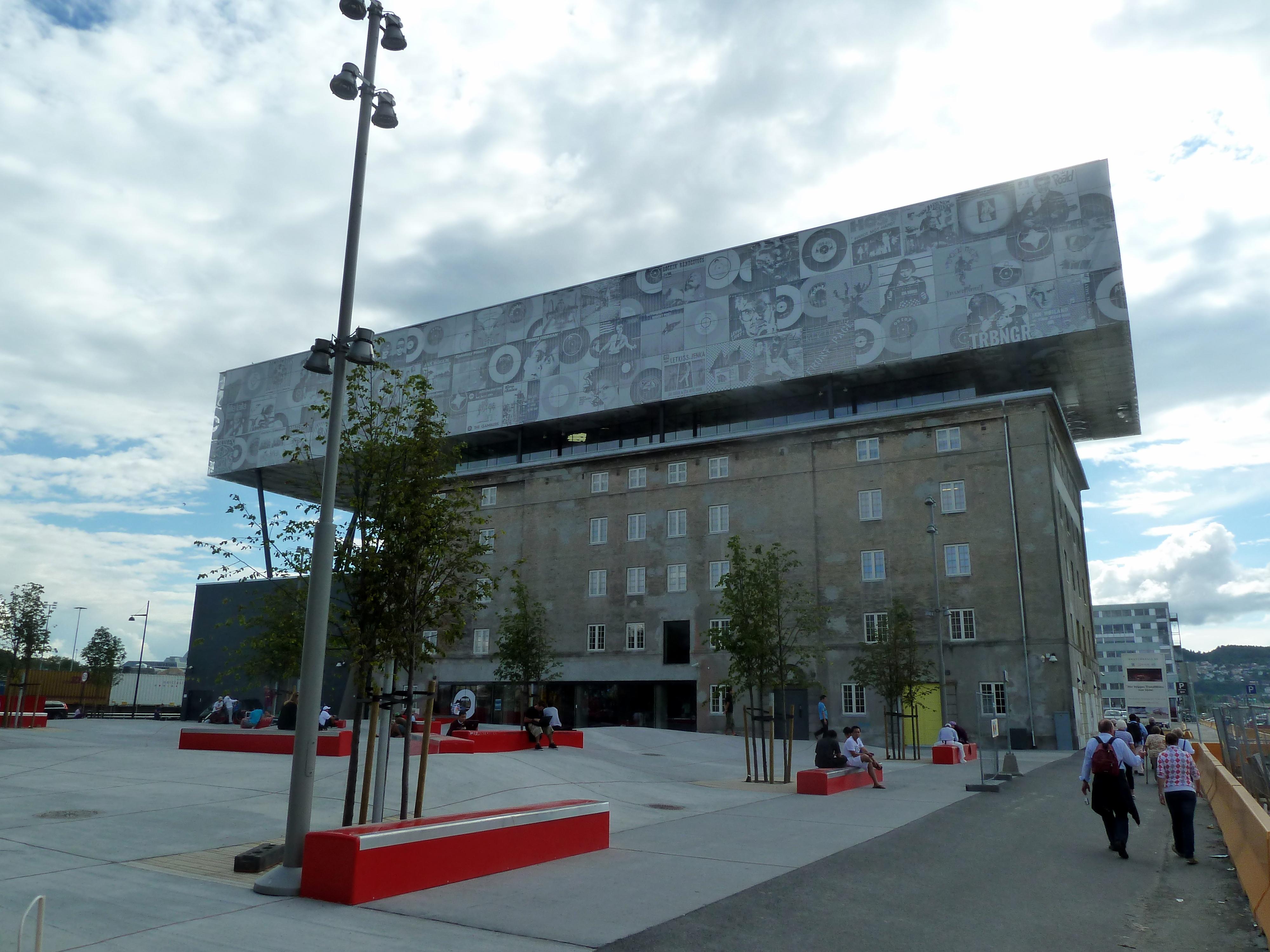 File:2010-08-04 - Trondheim - moderne Architektur am Hafen ...
