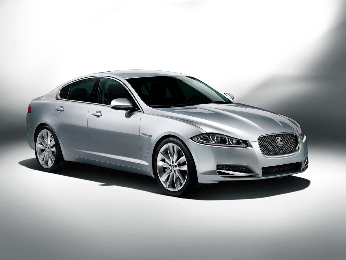 2012-Jaguar-XF-studio_%285639207249%29
