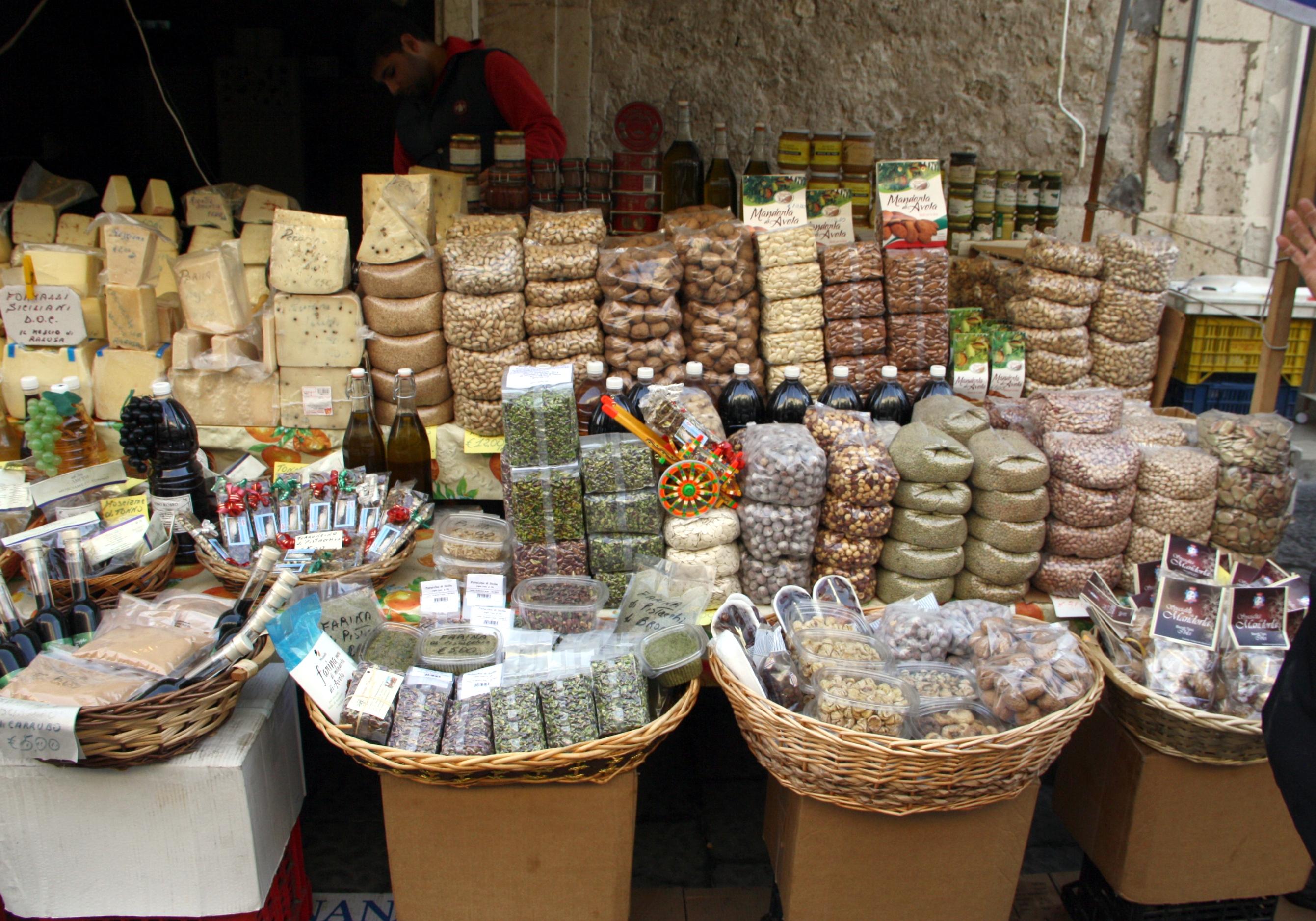 File 4579 prodotti tipici siciliani al mercato di ortigia siracusa foto giovanni dall 39 orto - Sicilia in tavola siracusa ...