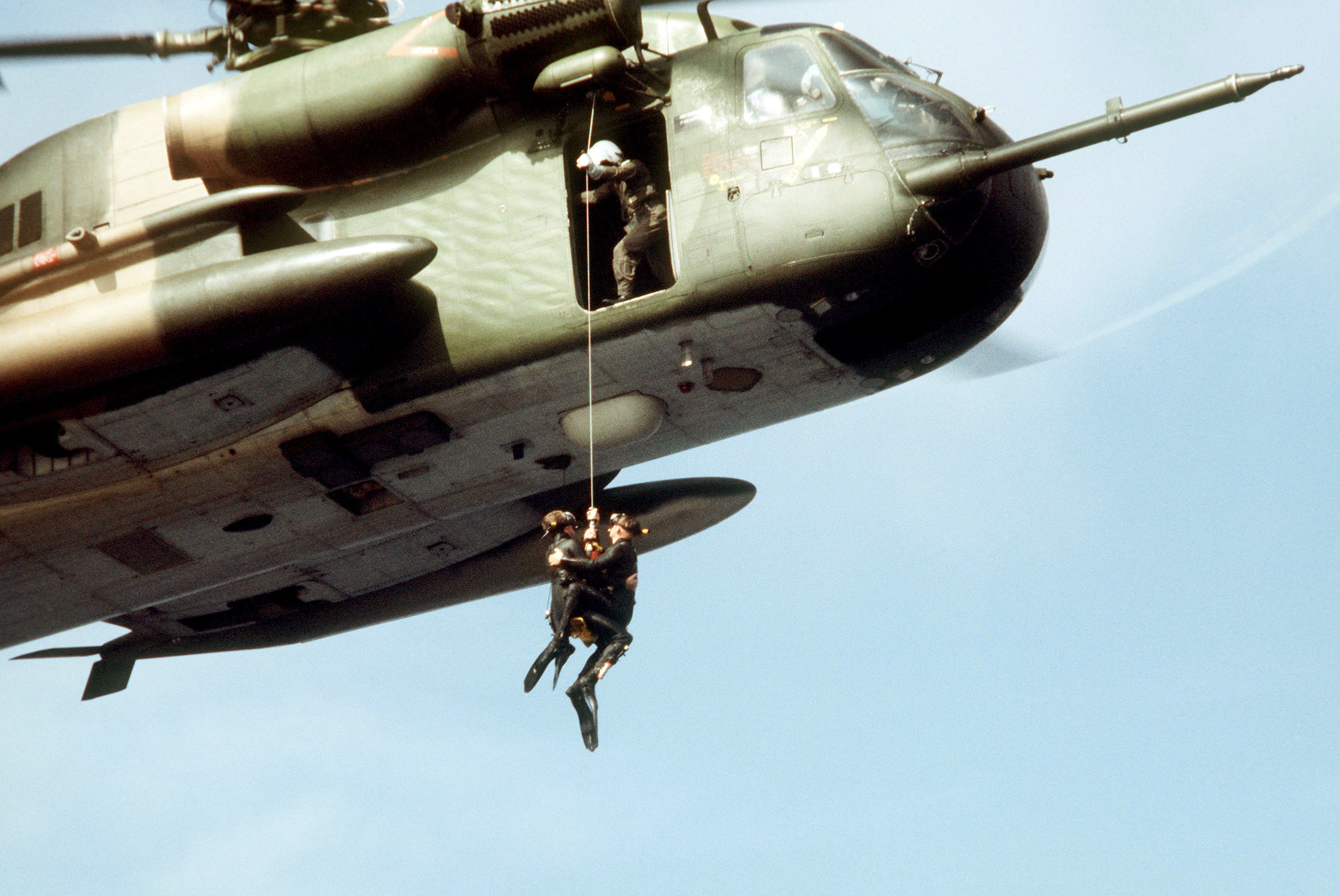 hh 53 helicopter with File 55th Arrs Pj Hoisted Aboard Hh 53c 1987 on Military Helicopters May Get Gunshot Location System in addition 370769264170 likewise 21287413163 together with  furthermore Avions et helicopteres militaires au 187 4676445.