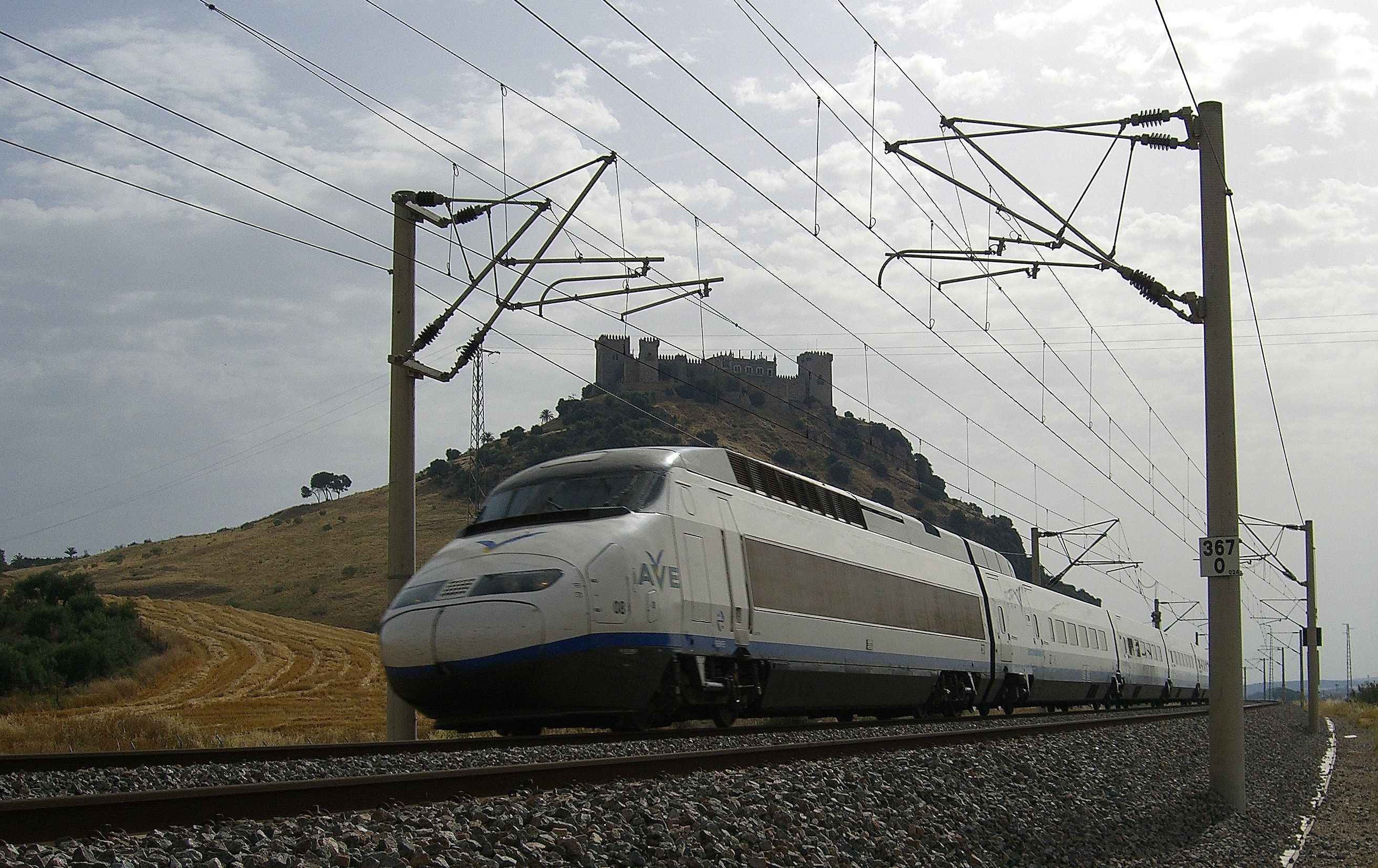 http://upload.wikimedia.org/wikipedia/commons/7/70/AVE_serie_100_de_RENFE.JPG