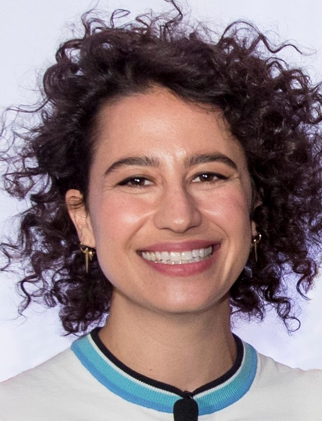 The 31-year old daughter of father (?) and mother(?) Ilana Glazer in 2018 photo. Ilana Glazer earned a  million dollar salary - leaving the net worth at 2 million in 2018