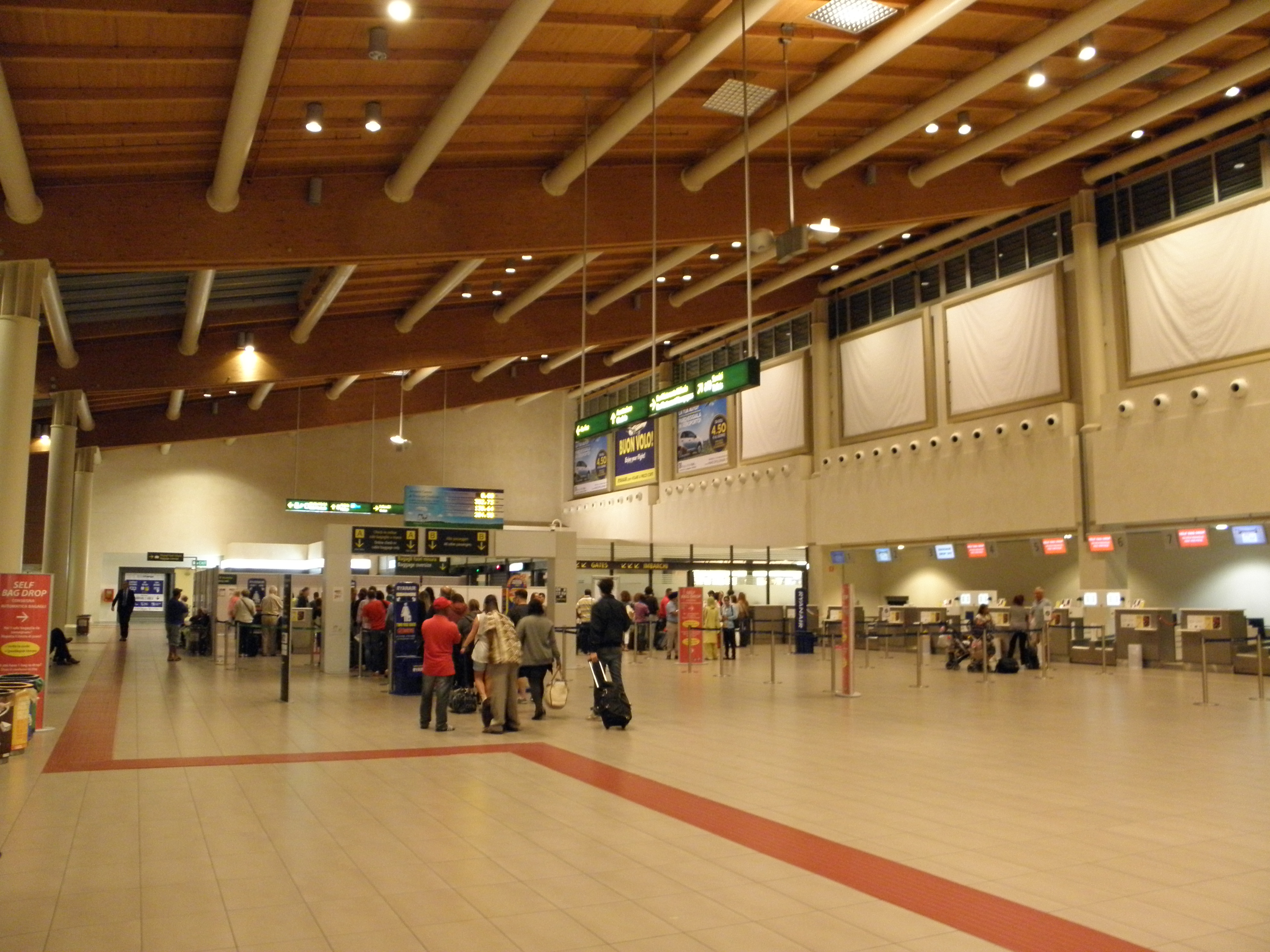 Aeroporto Venezia Treviso : File aeroporto di treviso sant angelo terminal interno