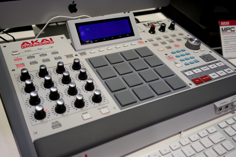 Akai MPC Live - Synthpedia