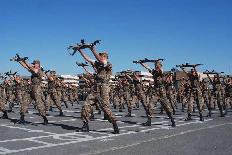 File:Armenian soldiers at the Vazgen Sargsyan Military Institute.jpg - Wikipedia