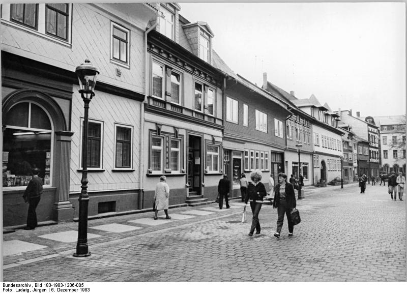 file bundesarchiv bild 183 1983 1206 005 arnstadt wikimedia commons. Black Bedroom Furniture Sets. Home Design Ideas