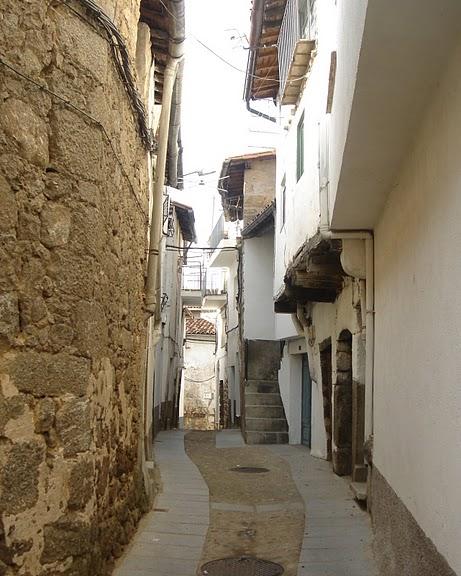 Calle de la Villa de Gata en Cáceres.jpg