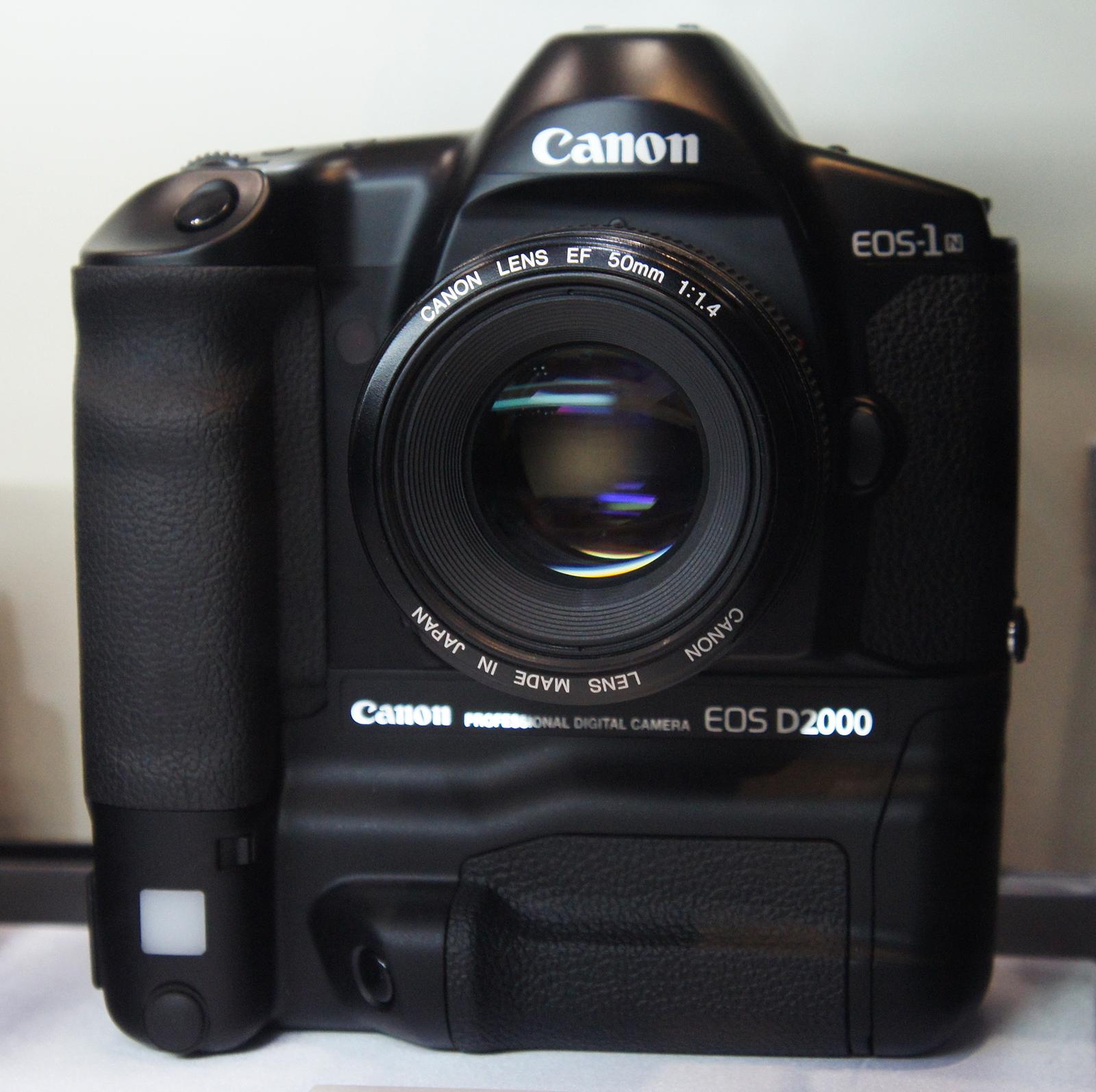 Canon Officially Announces Their New EOS M10