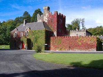 Comment aller à Barretstown Castle en transport en commun - A propos de cet endroit